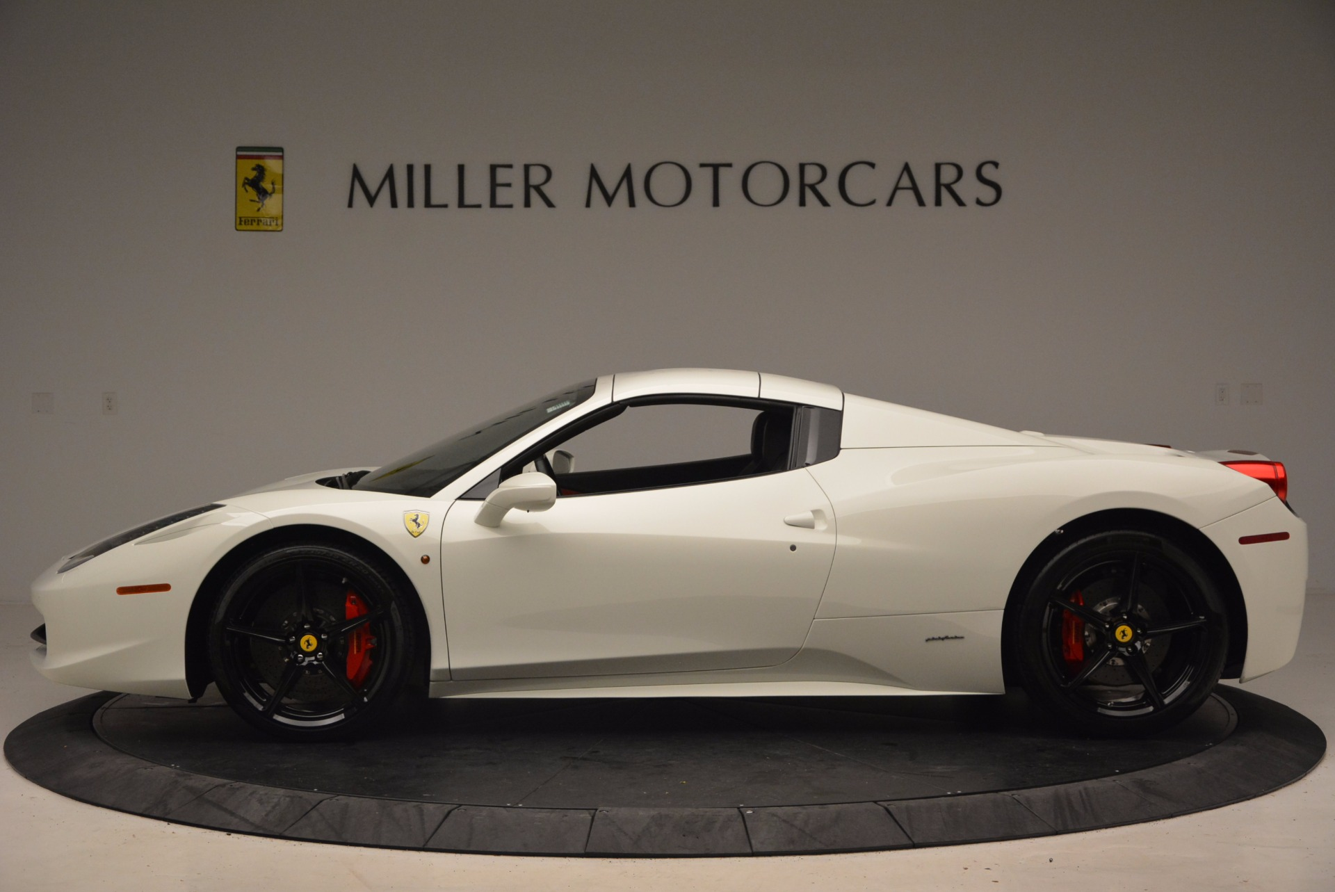 Used 2015 Ferrari 458 Spider  For Sale In Greenwich, CT 1534_p15