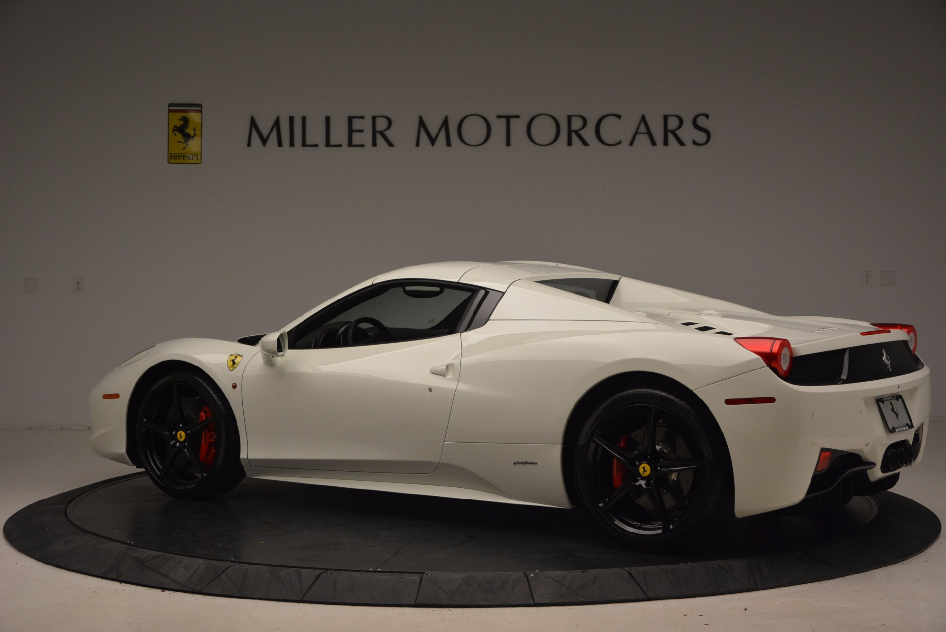 Used 2015 Ferrari 458 Spider  For Sale In Greenwich, CT 1534_p16