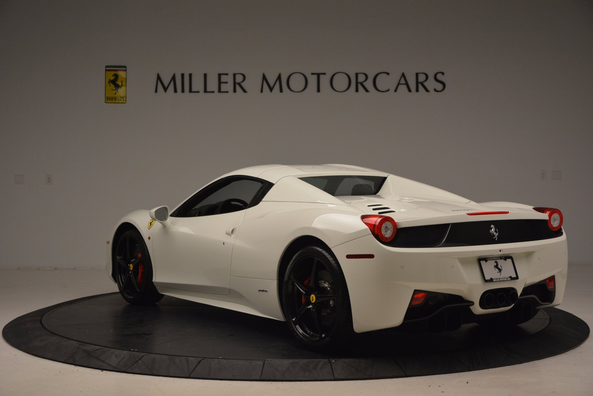 Used 2015 Ferrari 458 Spider  For Sale In Greenwich, CT 1534_p17