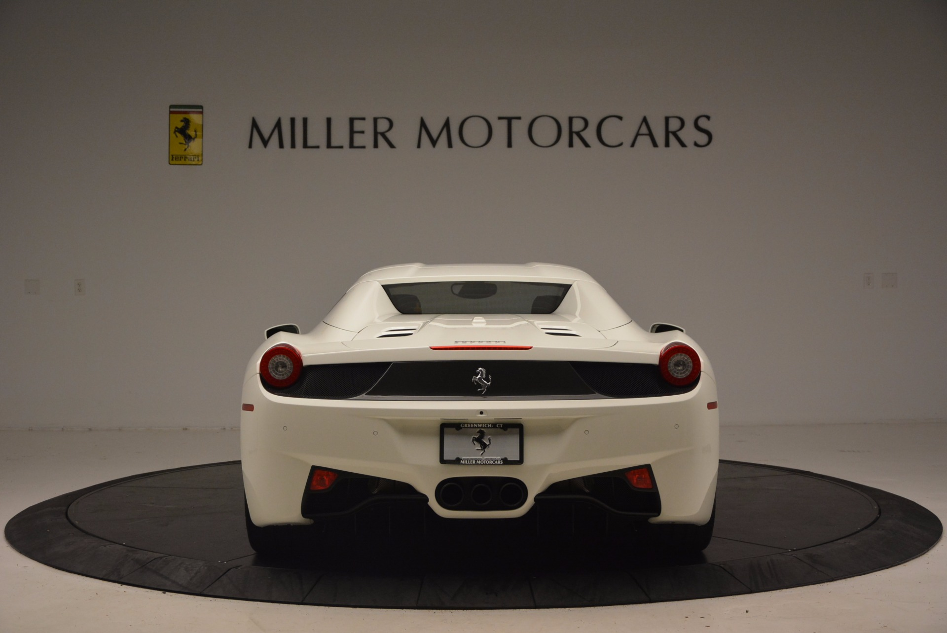 Used 2015 Ferrari 458 Spider  For Sale In Greenwich, CT 1534_p18
