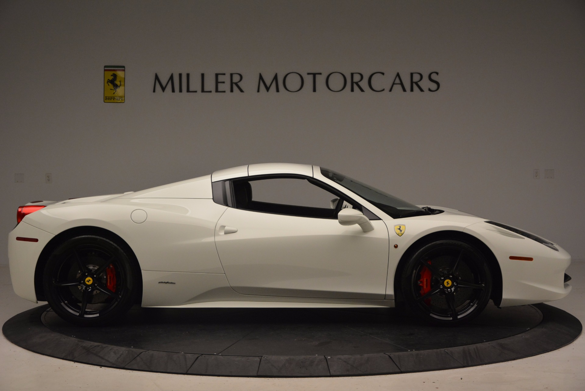 Used 2015 Ferrari 458 Spider  For Sale In Greenwich, CT 1534_p21