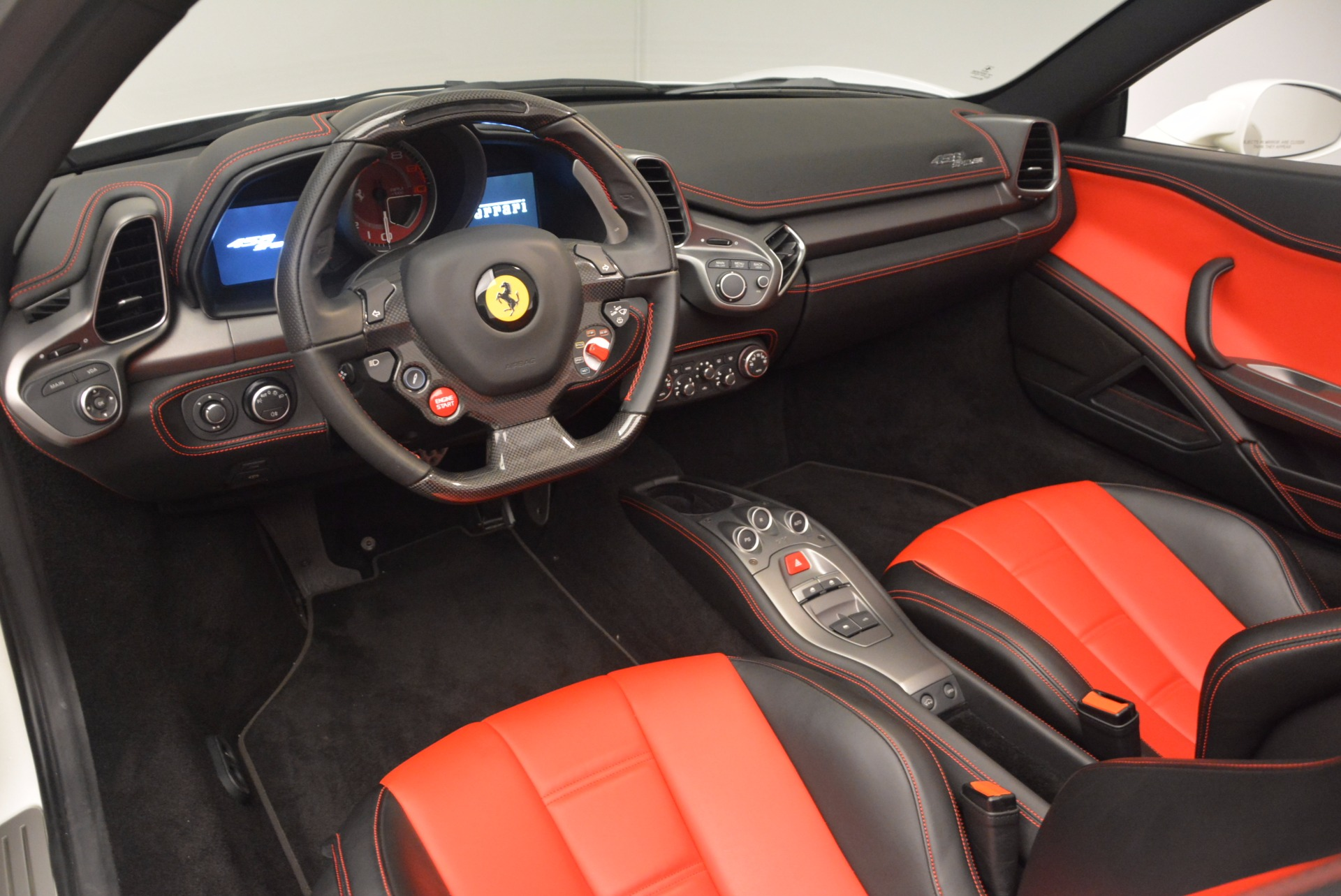 Used 2015 Ferrari 458 Spider  For Sale In Greenwich, CT 1534_p25