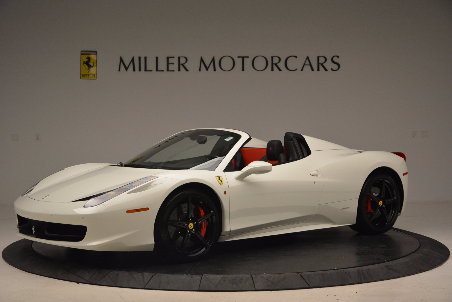 Used 2015 Ferrari 458 Spider  For Sale In Greenwich, CT 1534_p2