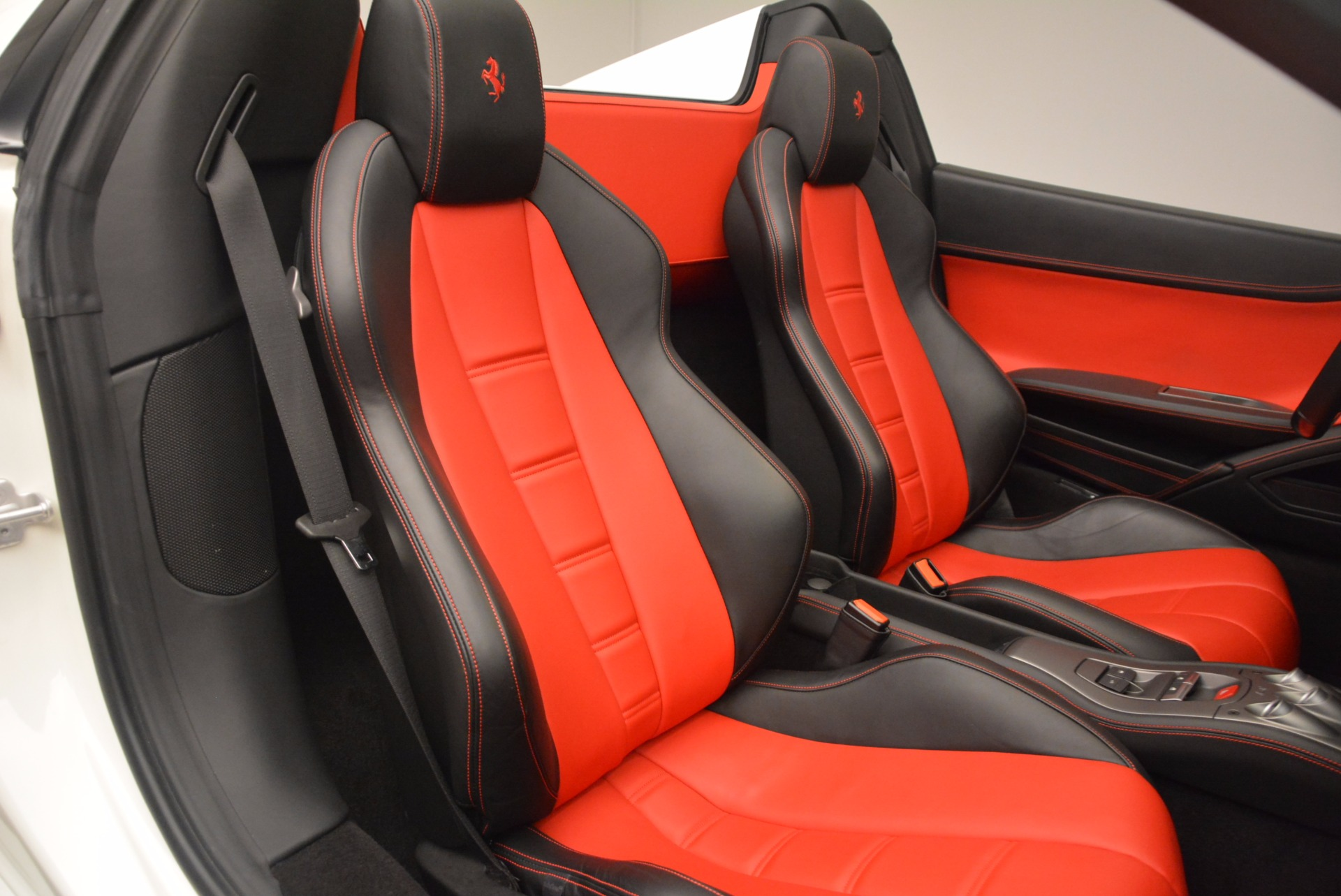 Used 2015 Ferrari 458 Spider  For Sale In Greenwich, CT 1534_p31