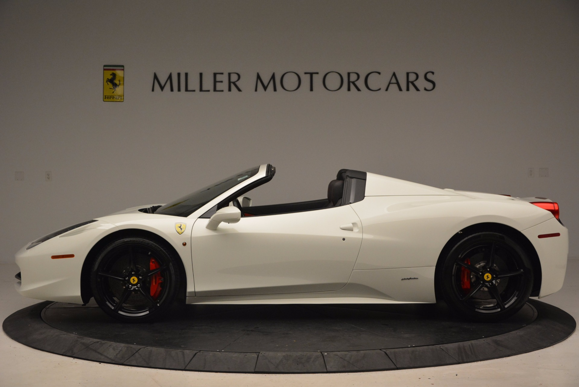 Used 2015 Ferrari 458 Spider  For Sale In Greenwich, CT 1534_p3