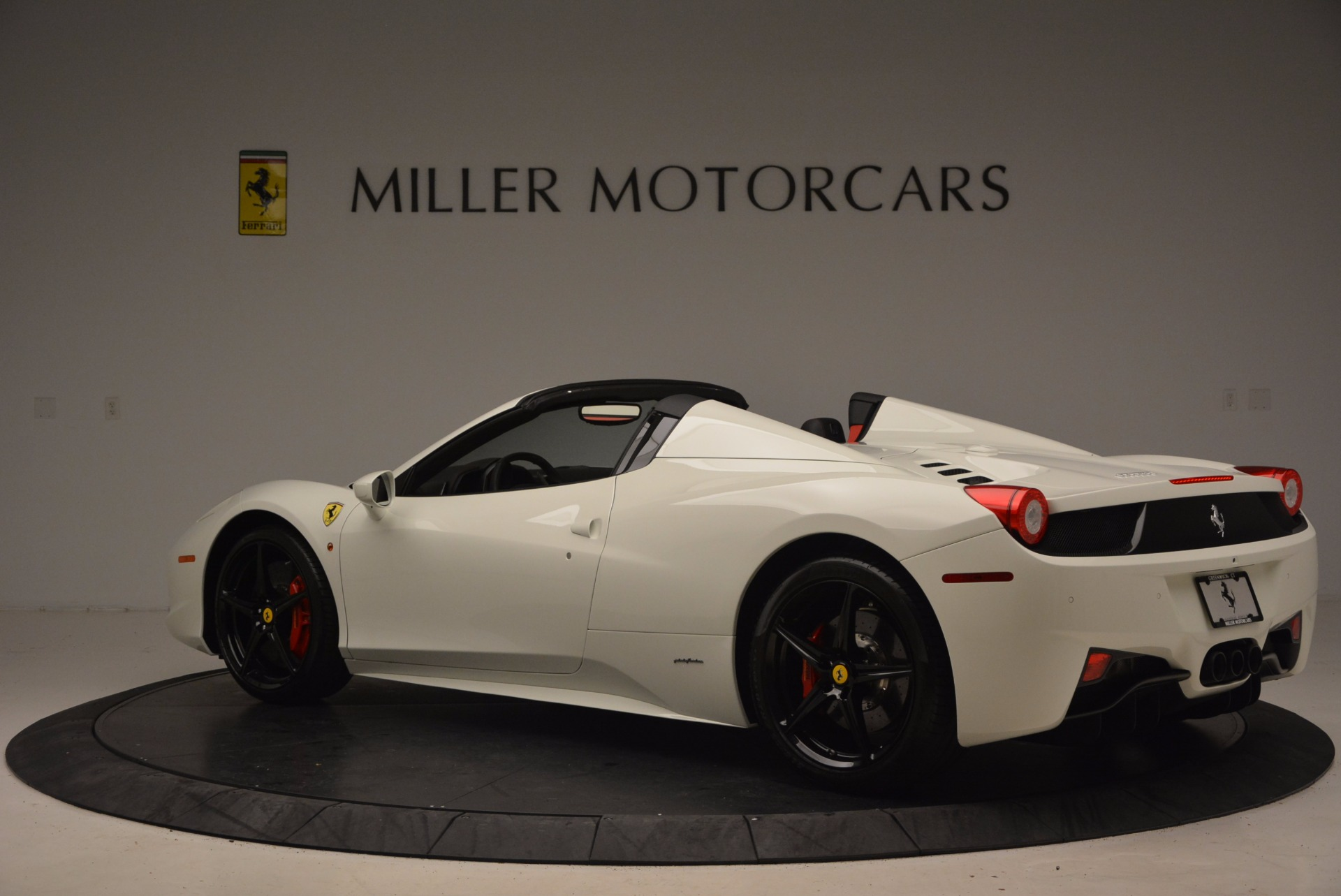 Used 2015 Ferrari 458 Spider  For Sale In Greenwich, CT 1534_p4