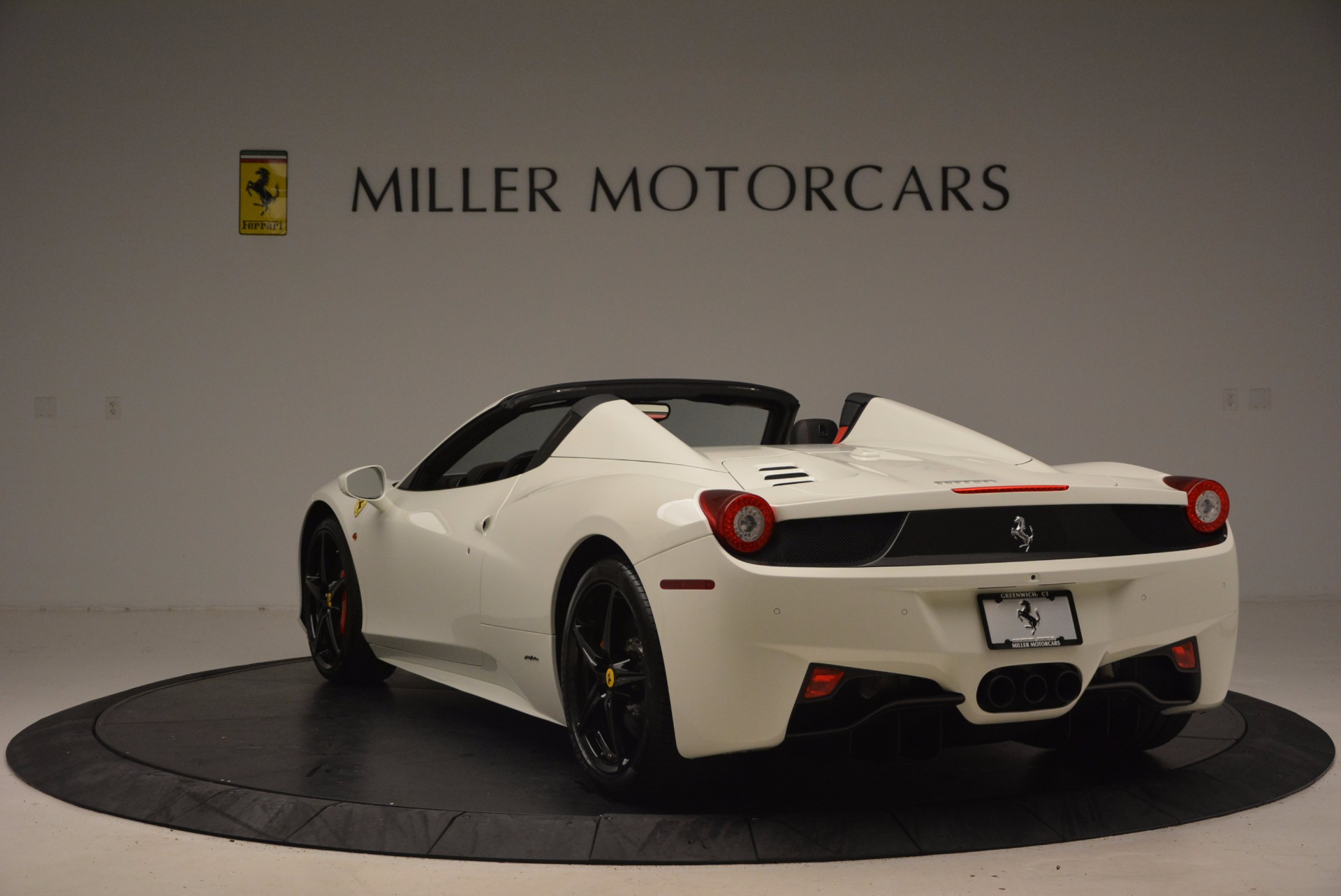 Used 2015 Ferrari 458 Spider  For Sale In Greenwich, CT 1534_p5