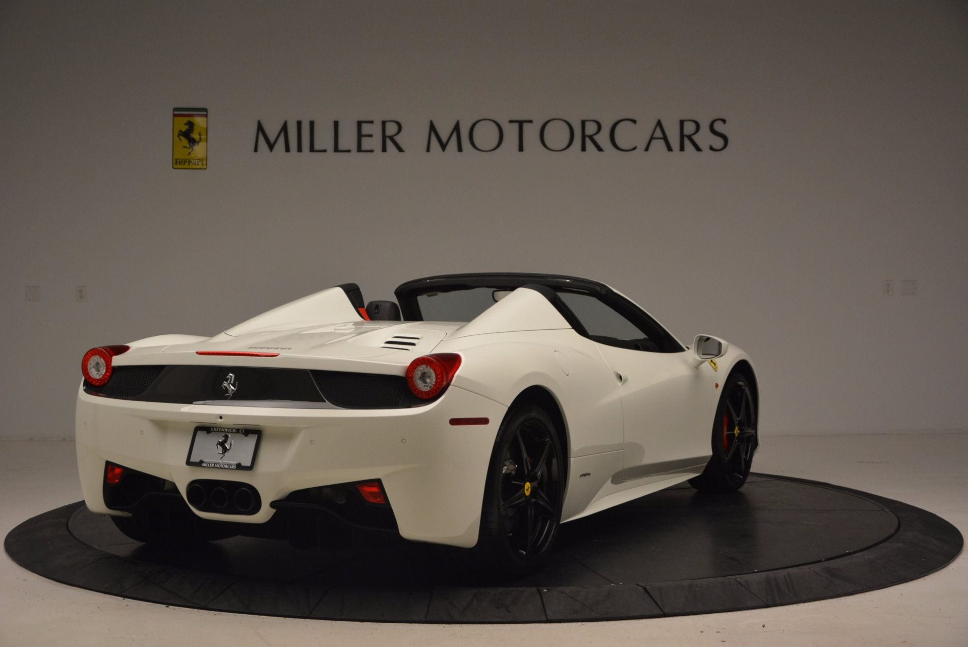 Used 2015 Ferrari 458 Spider  For Sale In Greenwich, CT 1534_p7