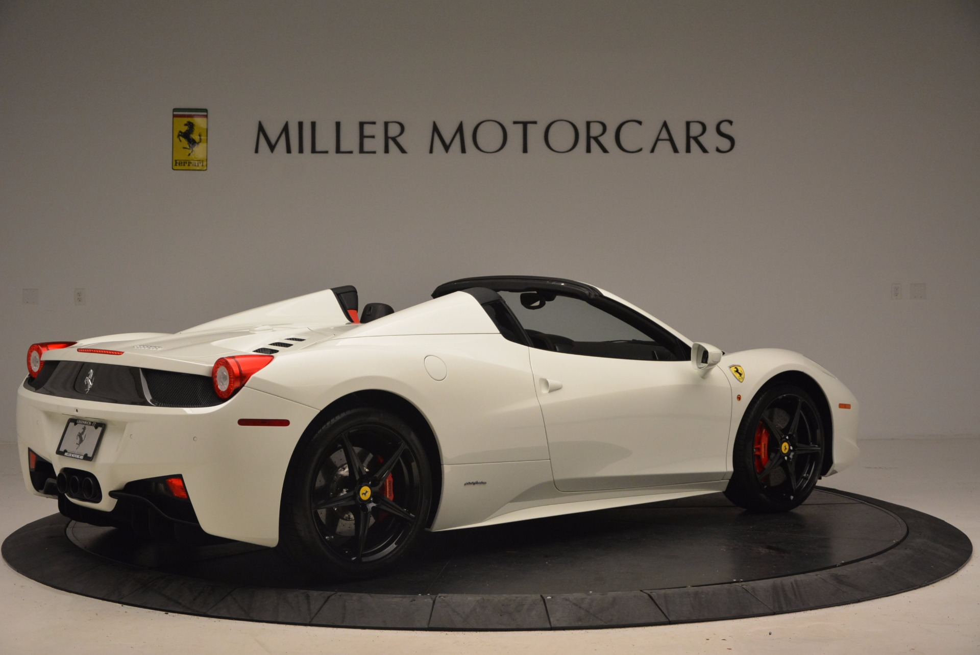 Used 2015 Ferrari 458 Spider  For Sale In Greenwich, CT 1534_p8