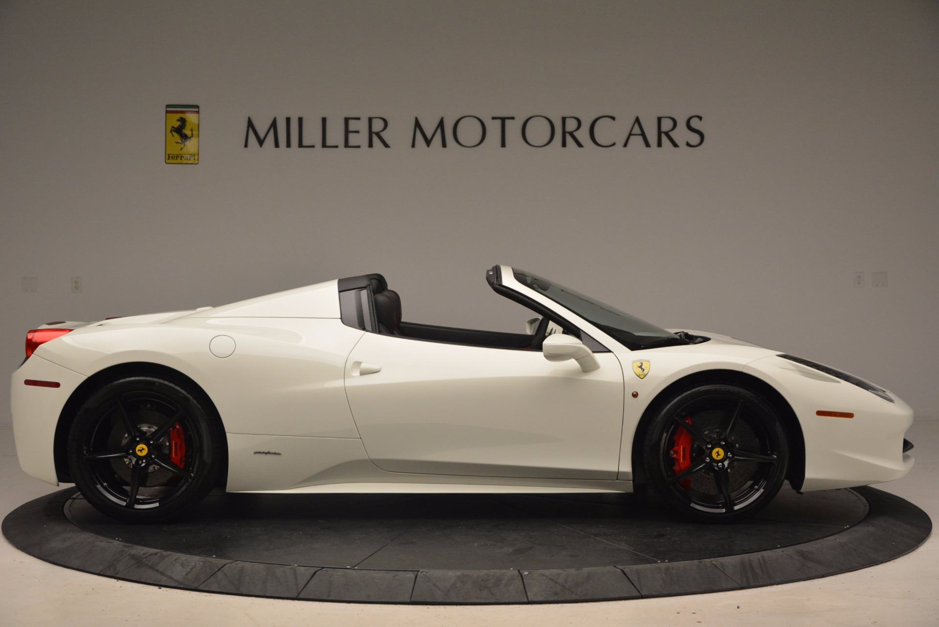 Used 2015 Ferrari 458 Spider  For Sale In Greenwich, CT 1534_p9