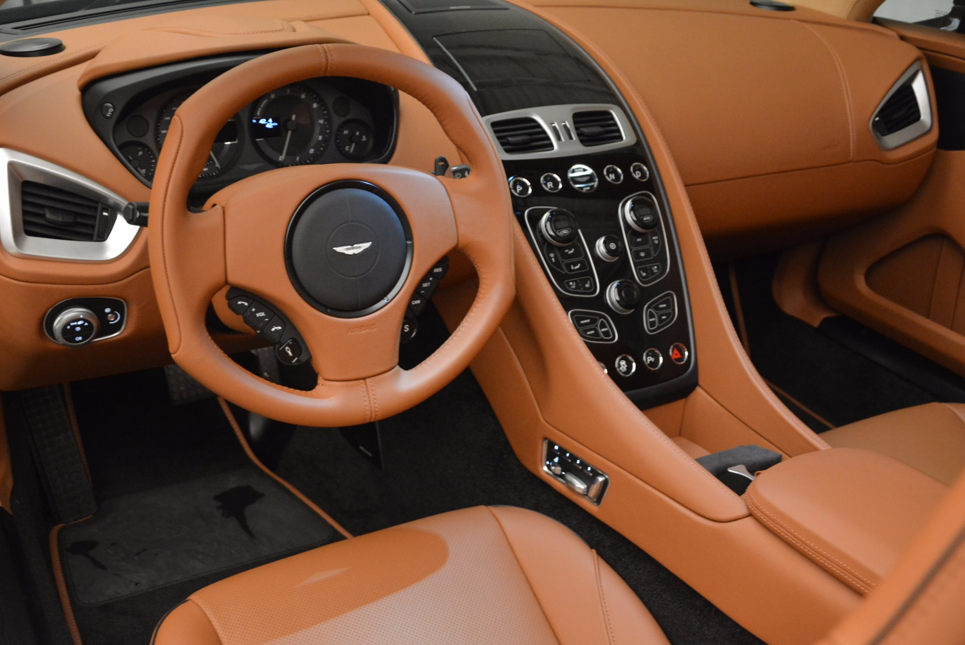New 2018 Aston Martin Vanquish S Volante For Sale In Greenwich, CT 1535_p23