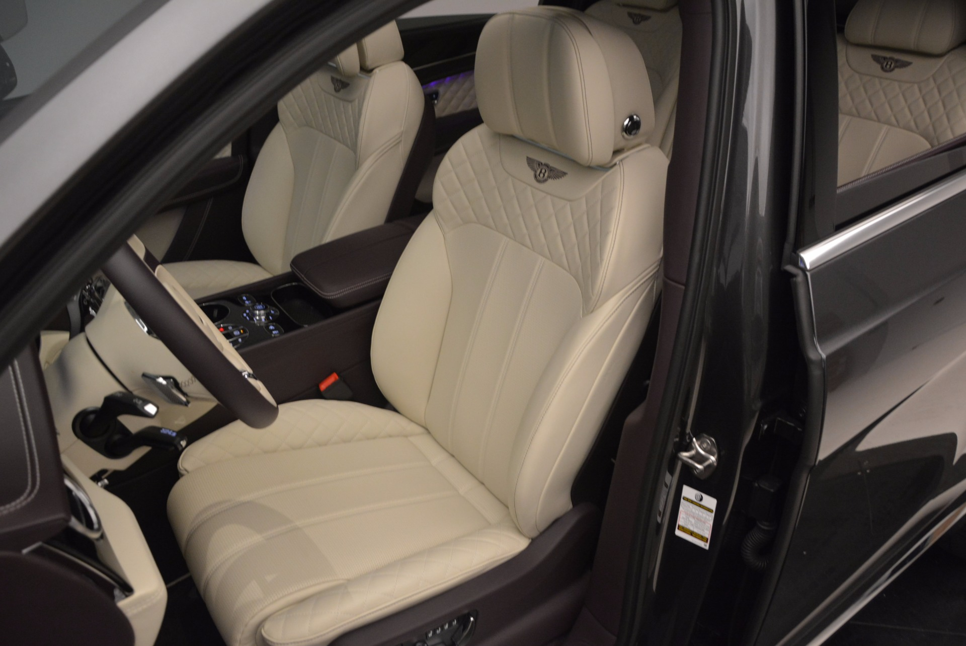 New 2018 Bentley Bentayga Signature For Sale In Greenwich, CT 1547_p25