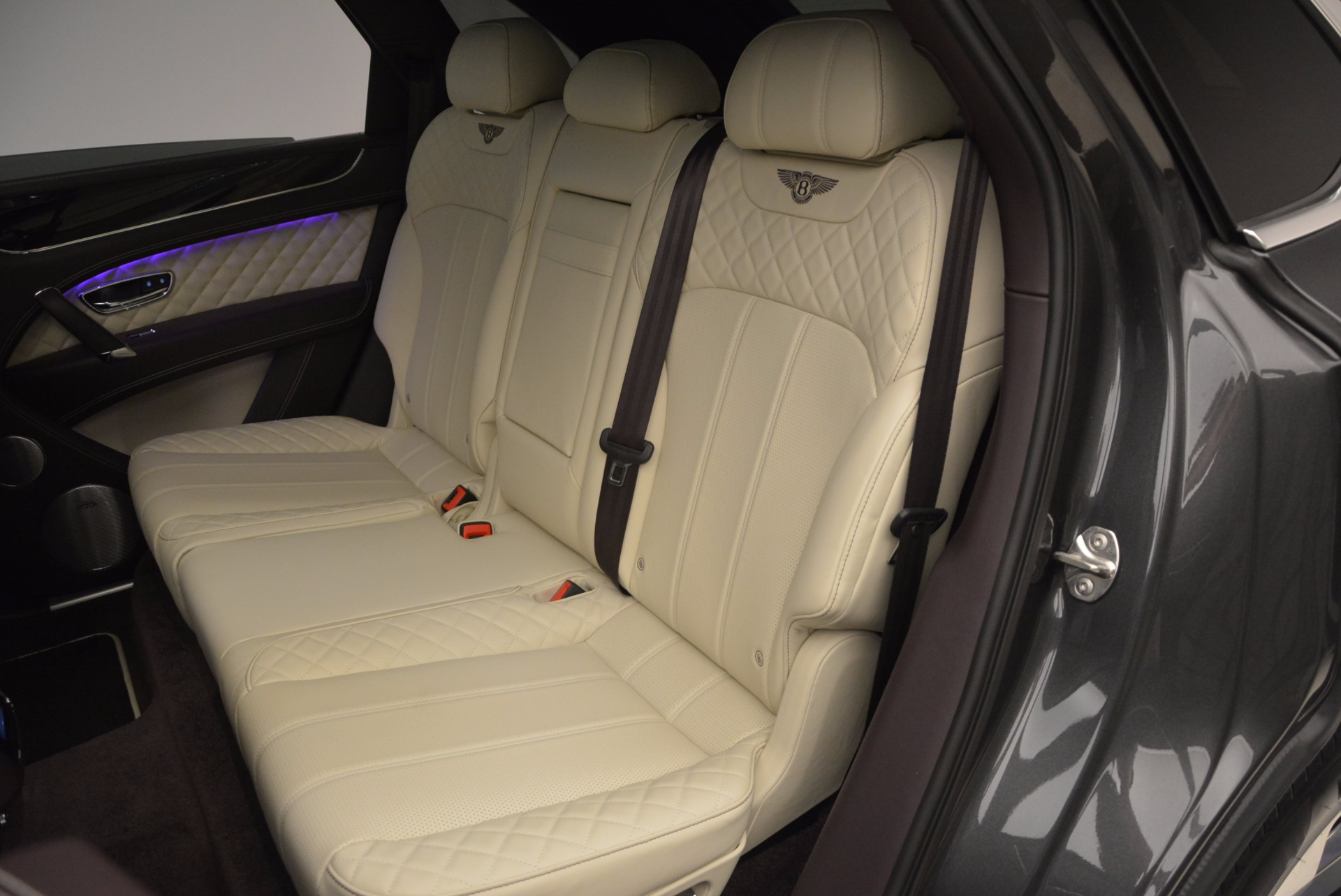 New 2018 Bentley Bentayga Signature For Sale In Greenwich, CT 1547_p32