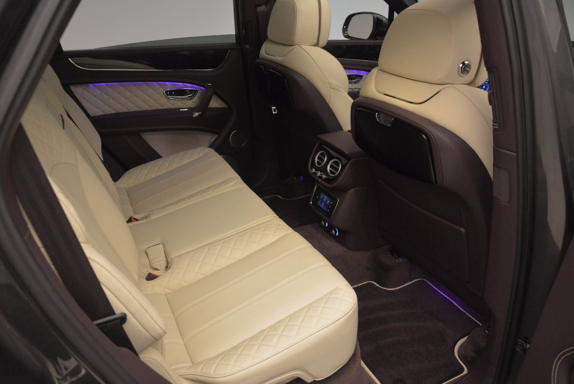 New 2018 Bentley Bentayga Signature For Sale In Greenwich, CT 1547_p39