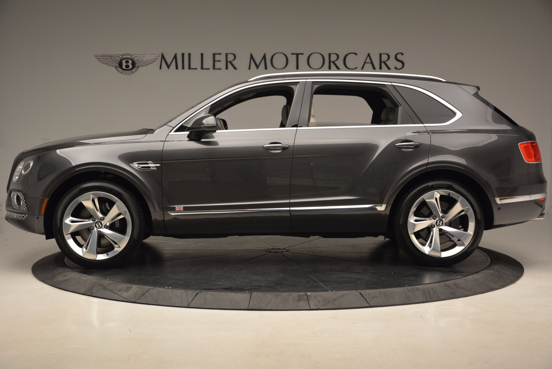 New 2018 Bentley Bentayga Signature For Sale In Greenwich, CT 1547_p3