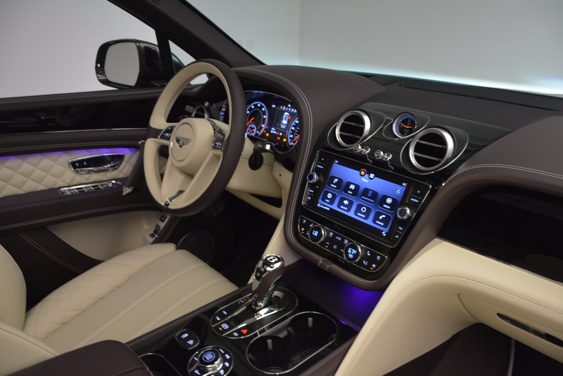 New 2018 Bentley Bentayga Signature For Sale In Greenwich, CT 1547_p45