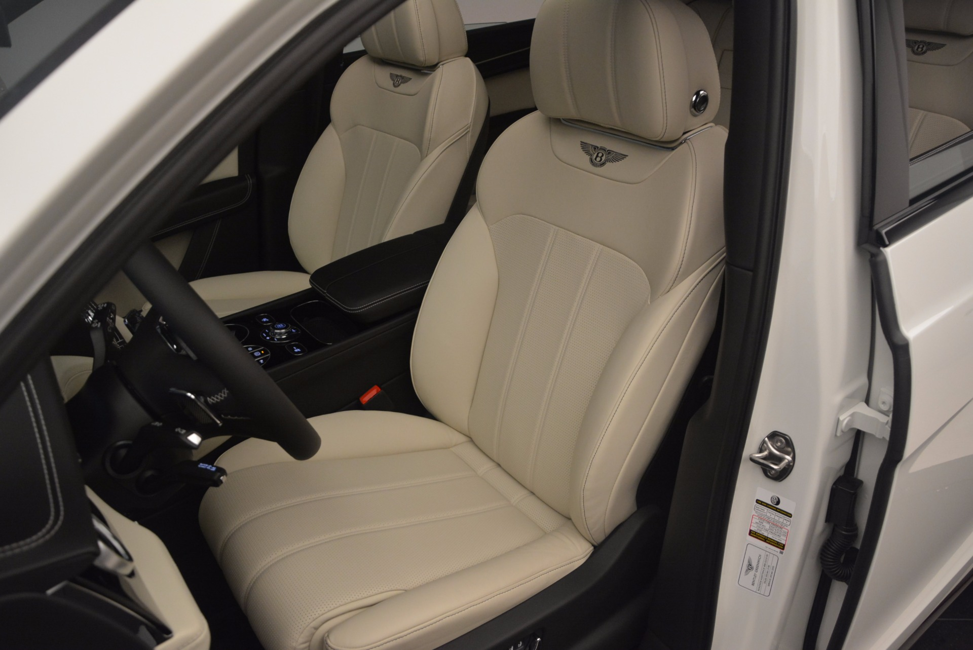 Used 2018 Bentley Bentayga Onyx For Sale In Greenwich, CT 1549_p18