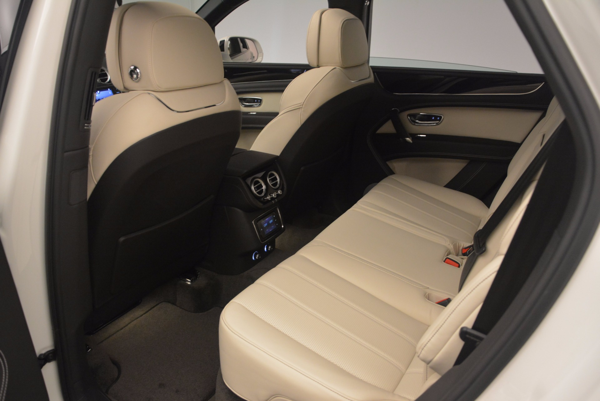 Used 2018 Bentley Bentayga Onyx For Sale In Greenwich, CT 1549_p20