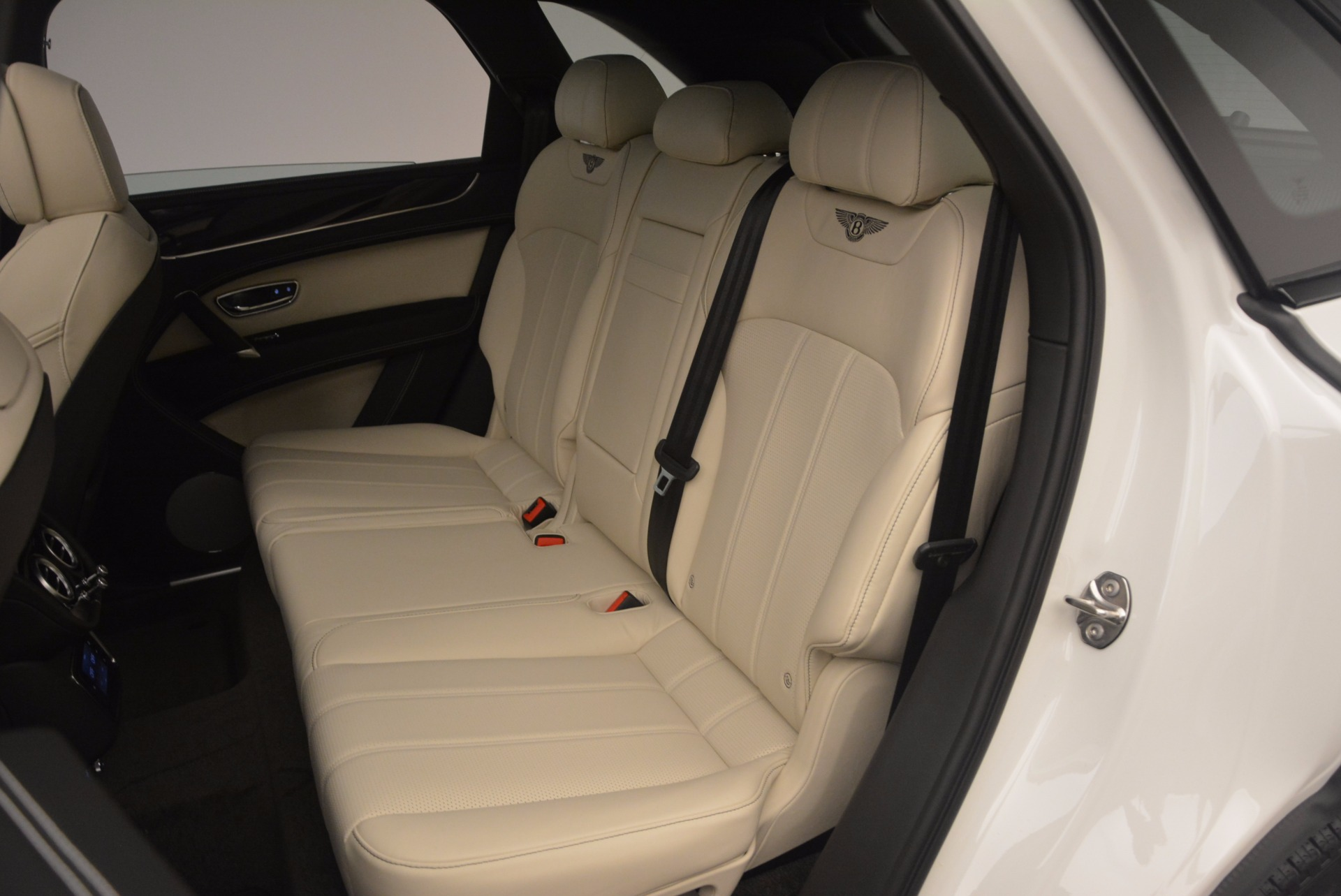 Used 2018 Bentley Bentayga Onyx For Sale In Greenwich, CT 1549_p21
