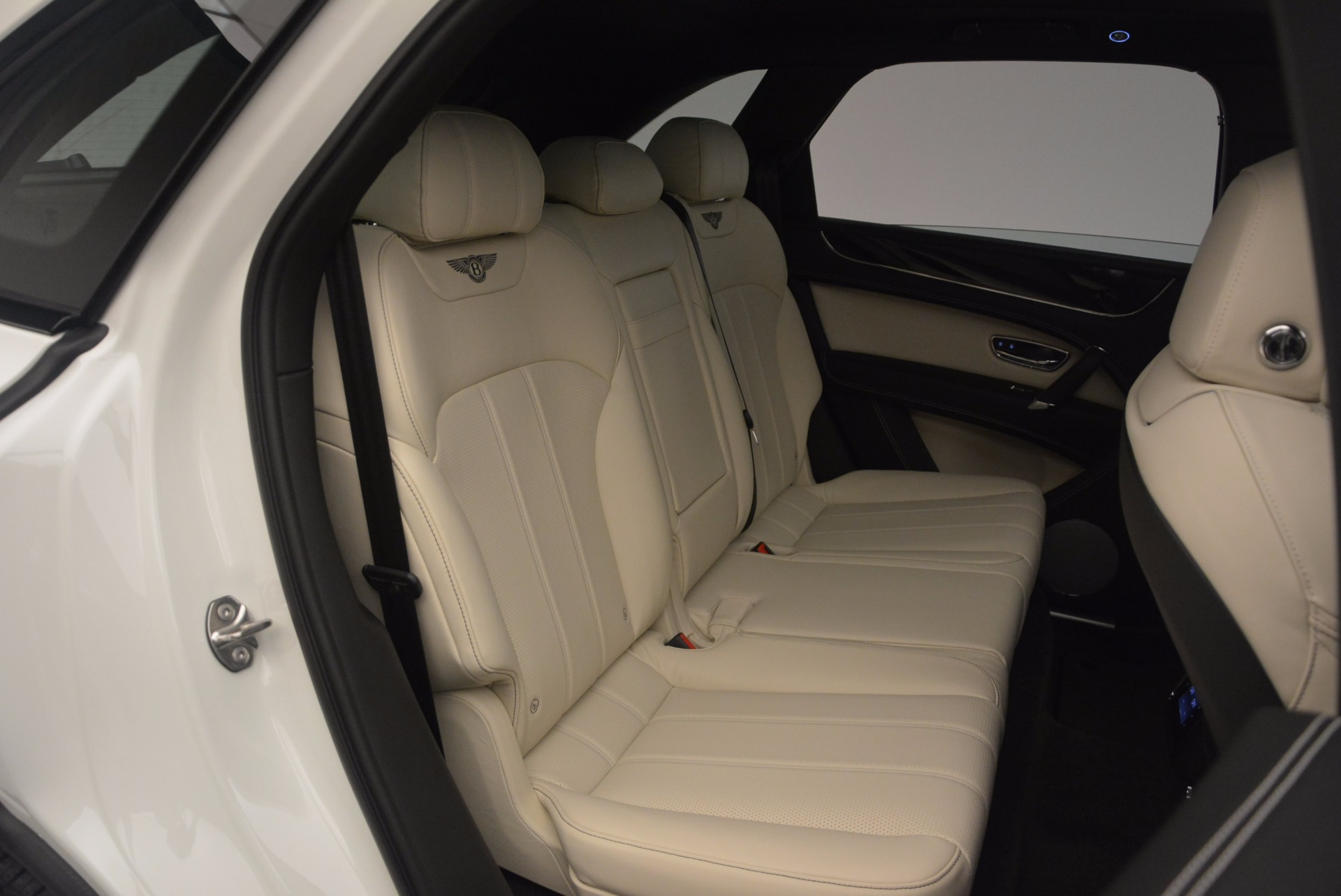 Used 2018 Bentley Bentayga Onyx For Sale In Greenwich, CT 1549_p26