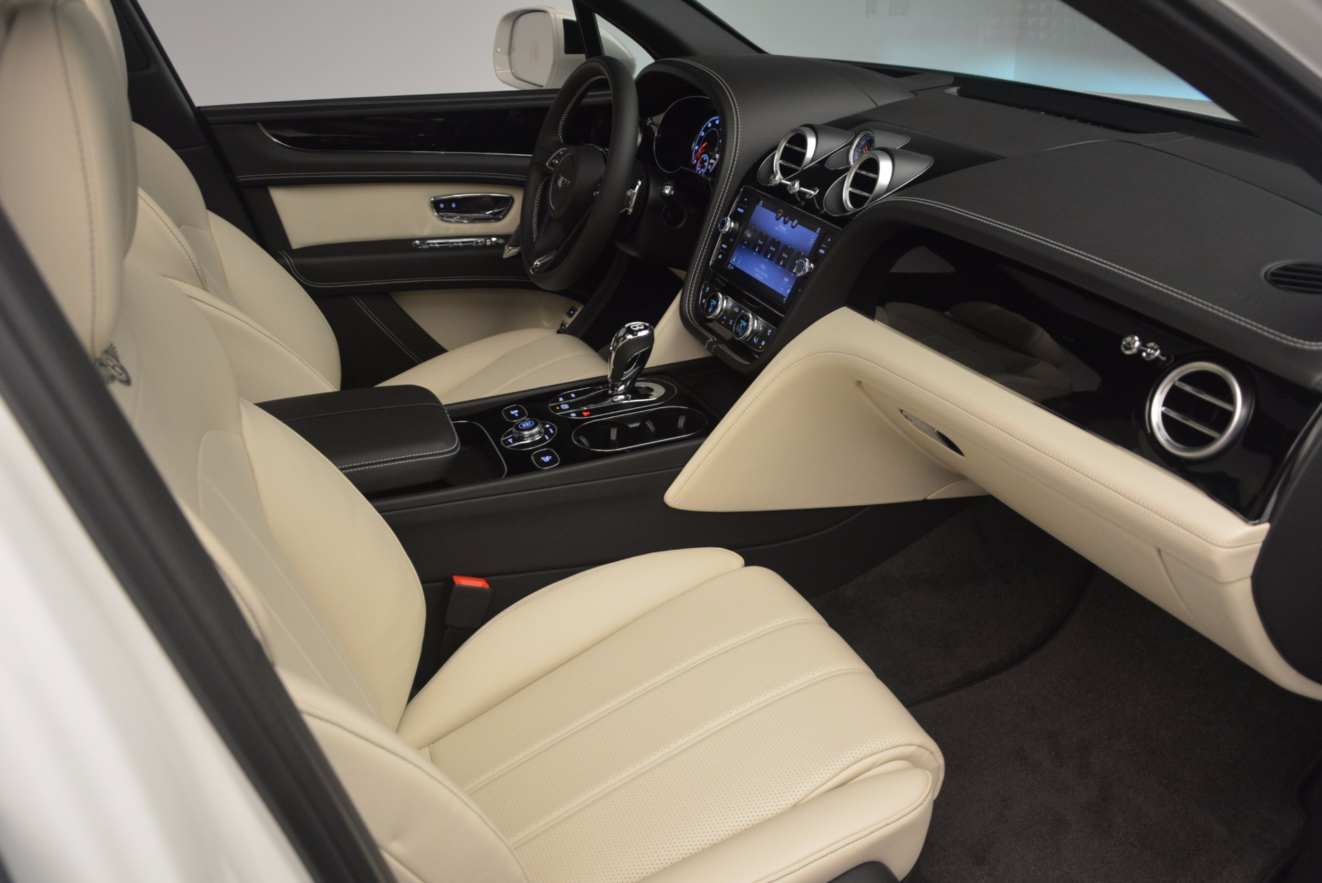 Used 2018 Bentley Bentayga Onyx For Sale In Greenwich, CT 1549_p27