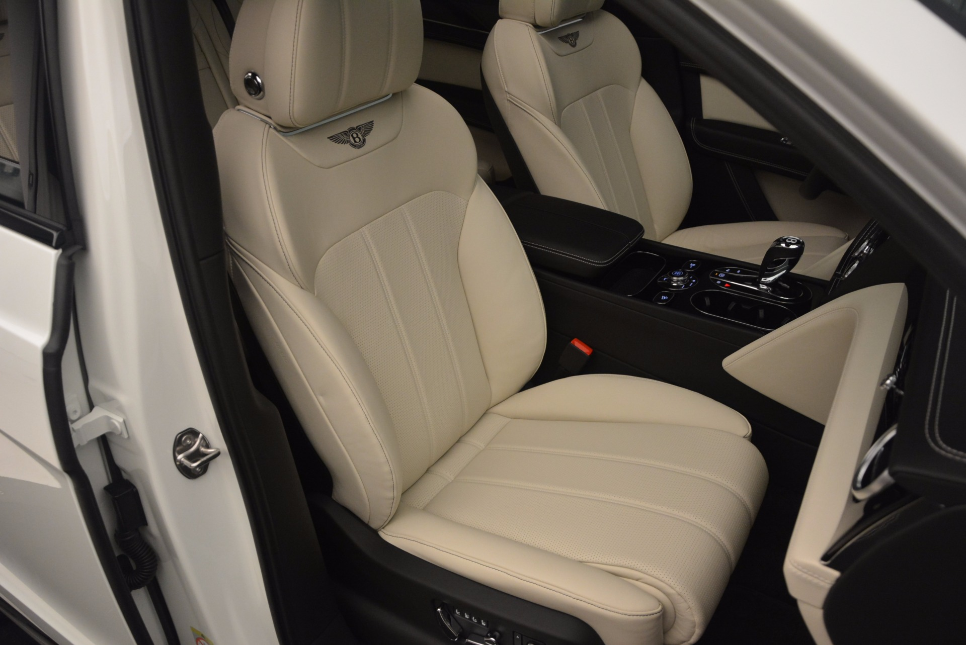 Used 2018 Bentley Bentayga Onyx For Sale In Greenwich, CT 1549_p29