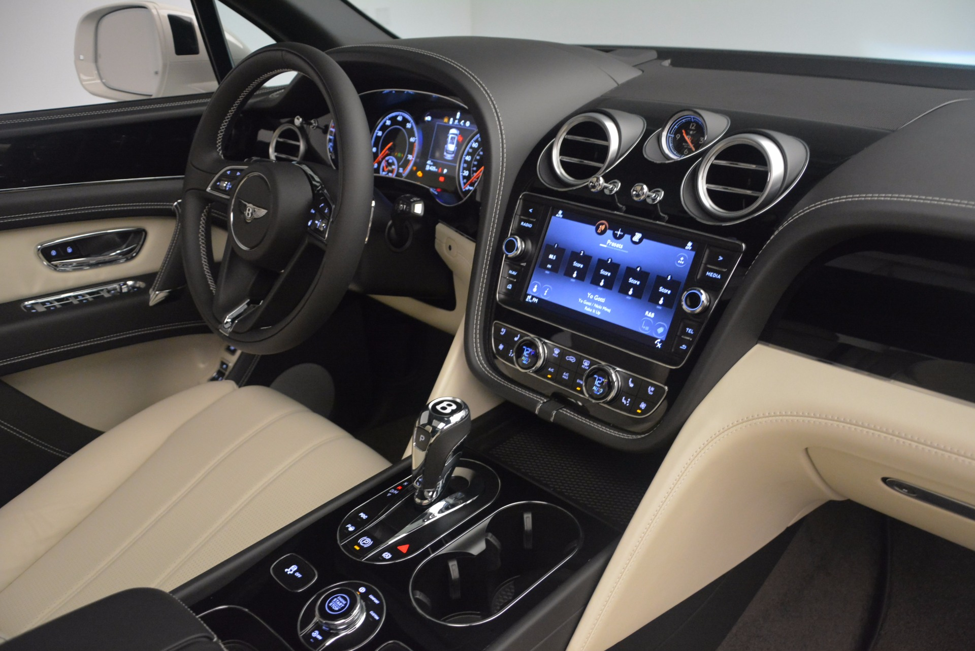 Used 2018 Bentley Bentayga Onyx For Sale In Greenwich, CT 1549_p30