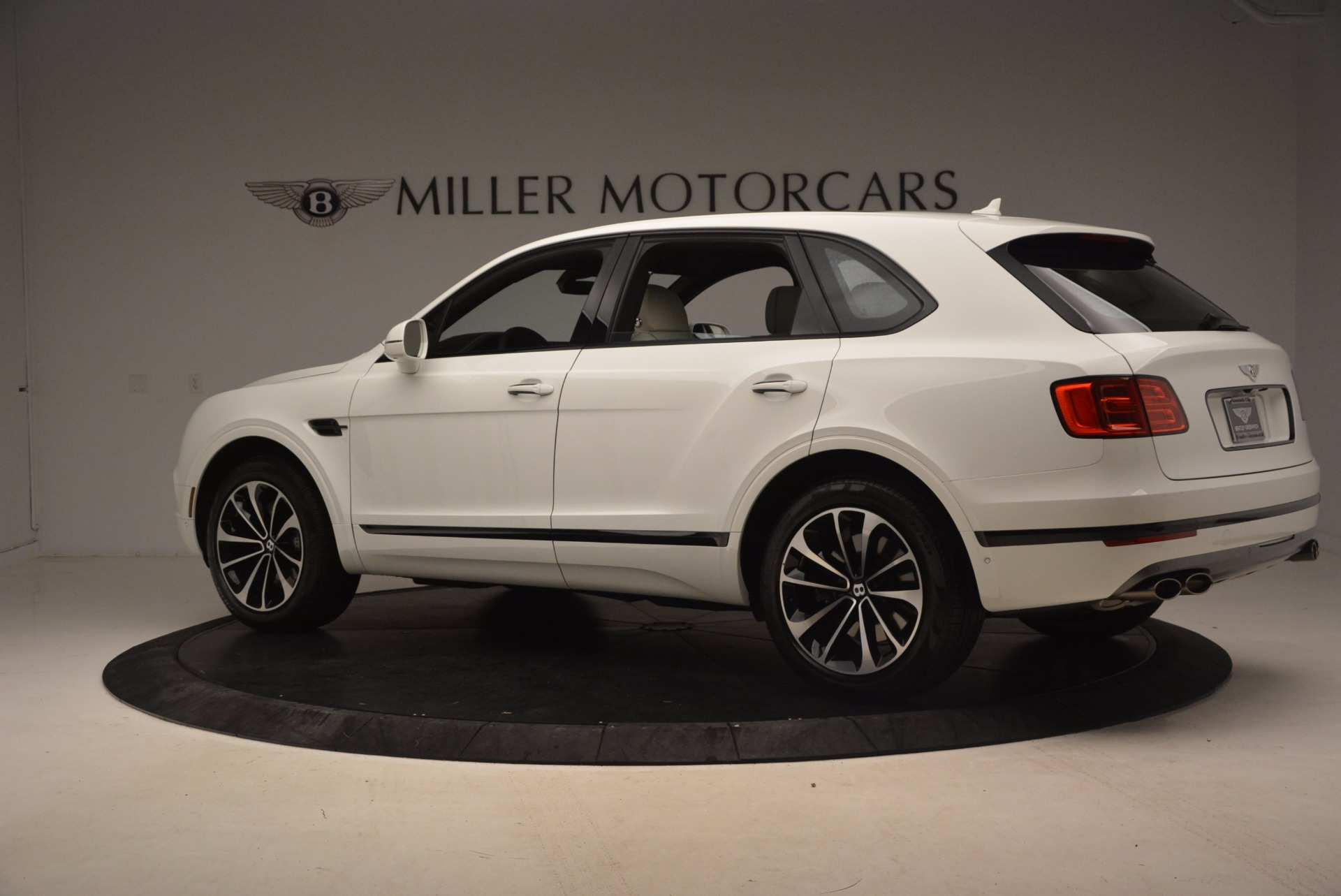 Used 2018 Bentley Bentayga Onyx For Sale In Greenwich, CT 1549_p4