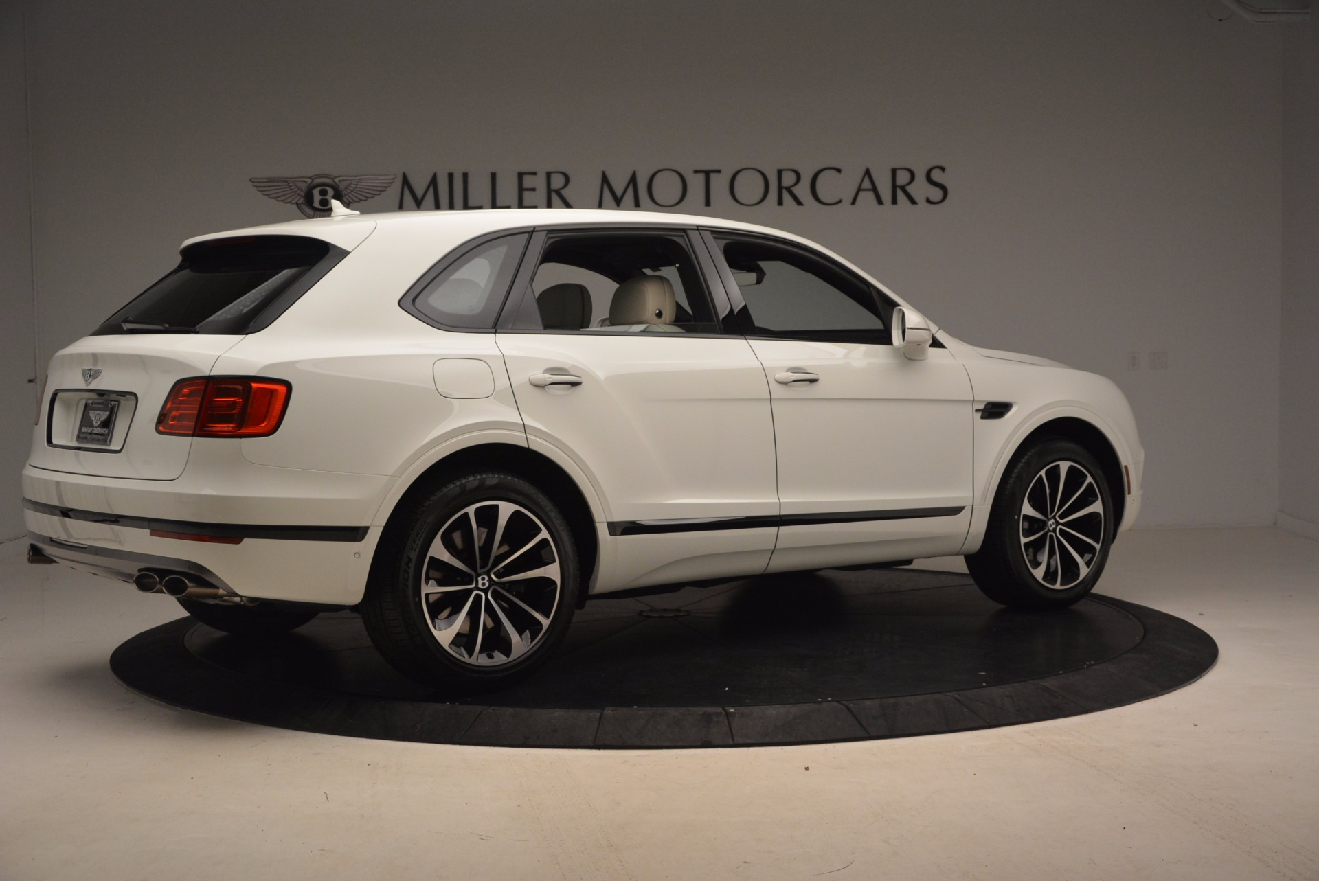 Used 2018 Bentley Bentayga Onyx For Sale In Greenwich, CT 1549_p8
