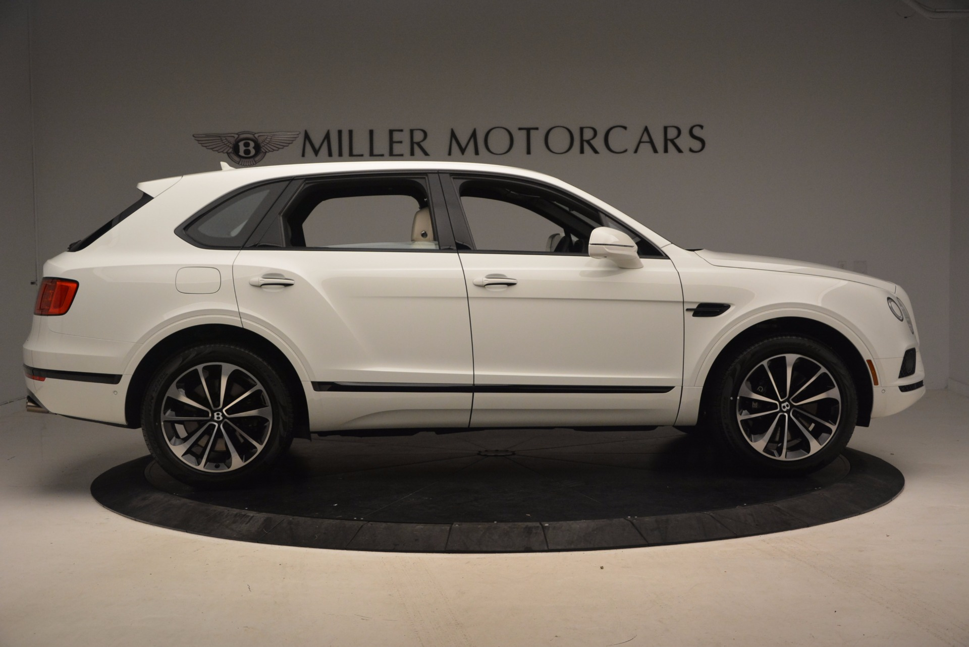 Used 2018 Bentley Bentayga Onyx For Sale In Greenwich, CT 1549_p9