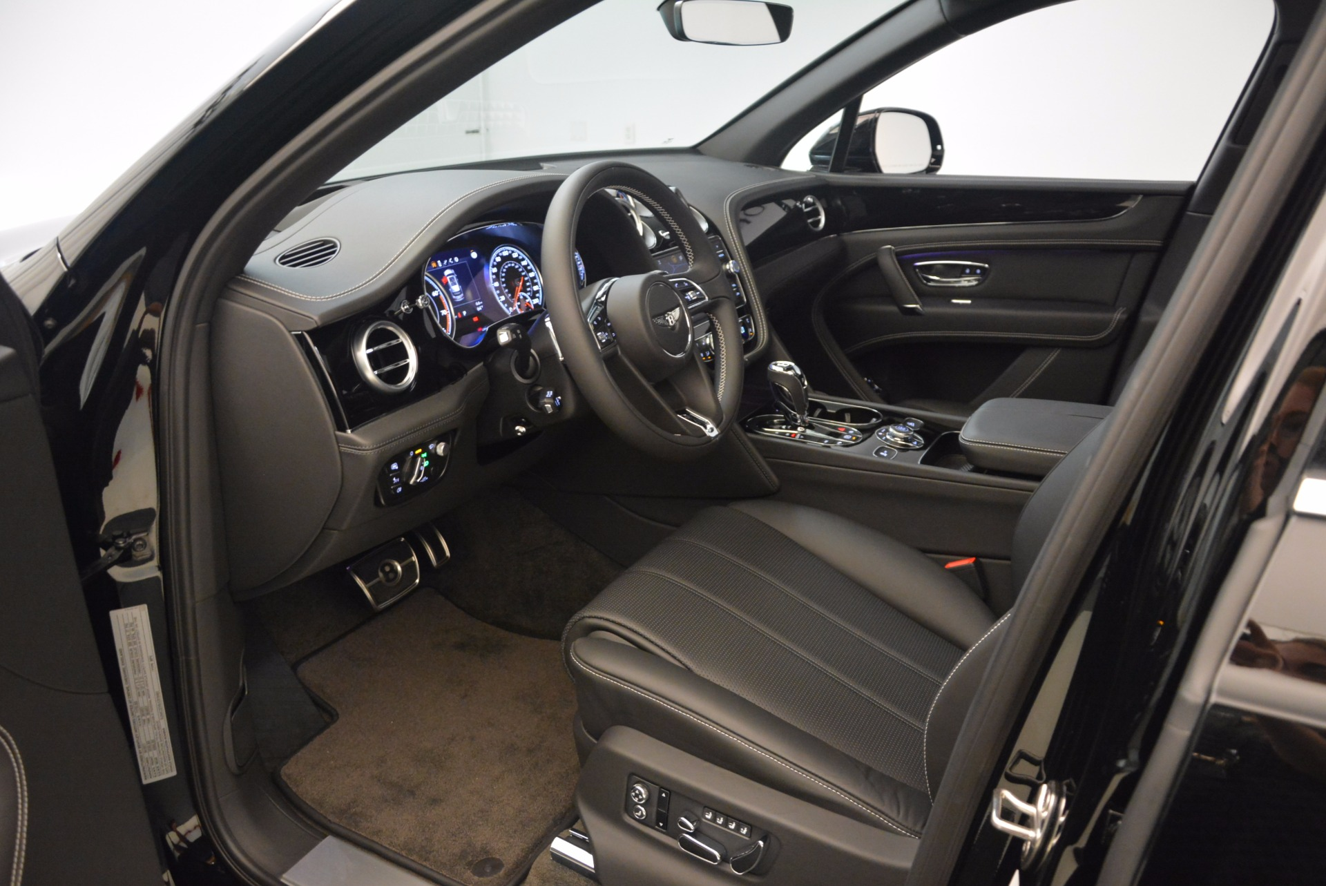 New 2018 Bentley Bentayga Onyx For Sale In Greenwich, CT 1579_p18