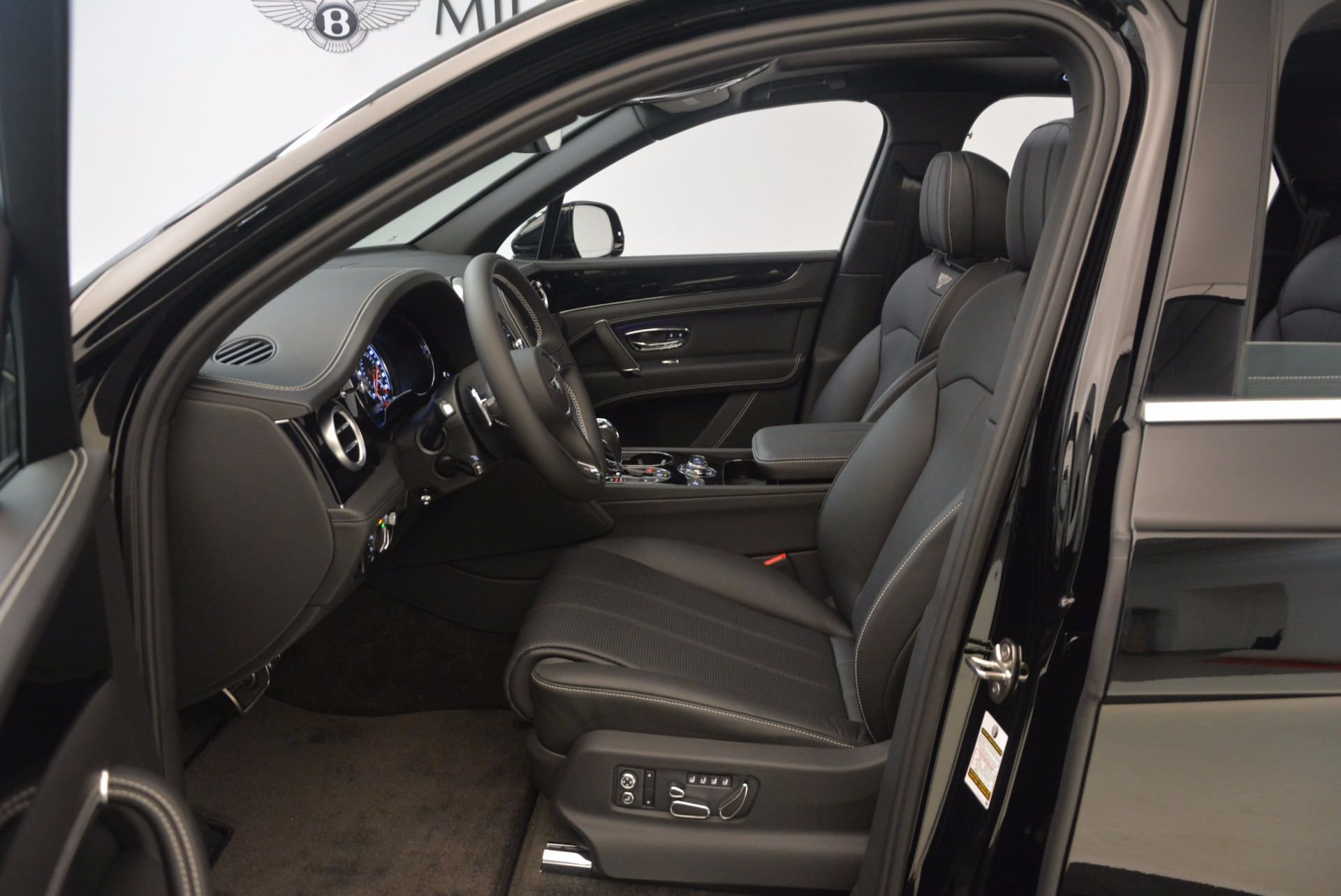 New 2018 Bentley Bentayga Onyx For Sale In Greenwich, CT 1579_p19