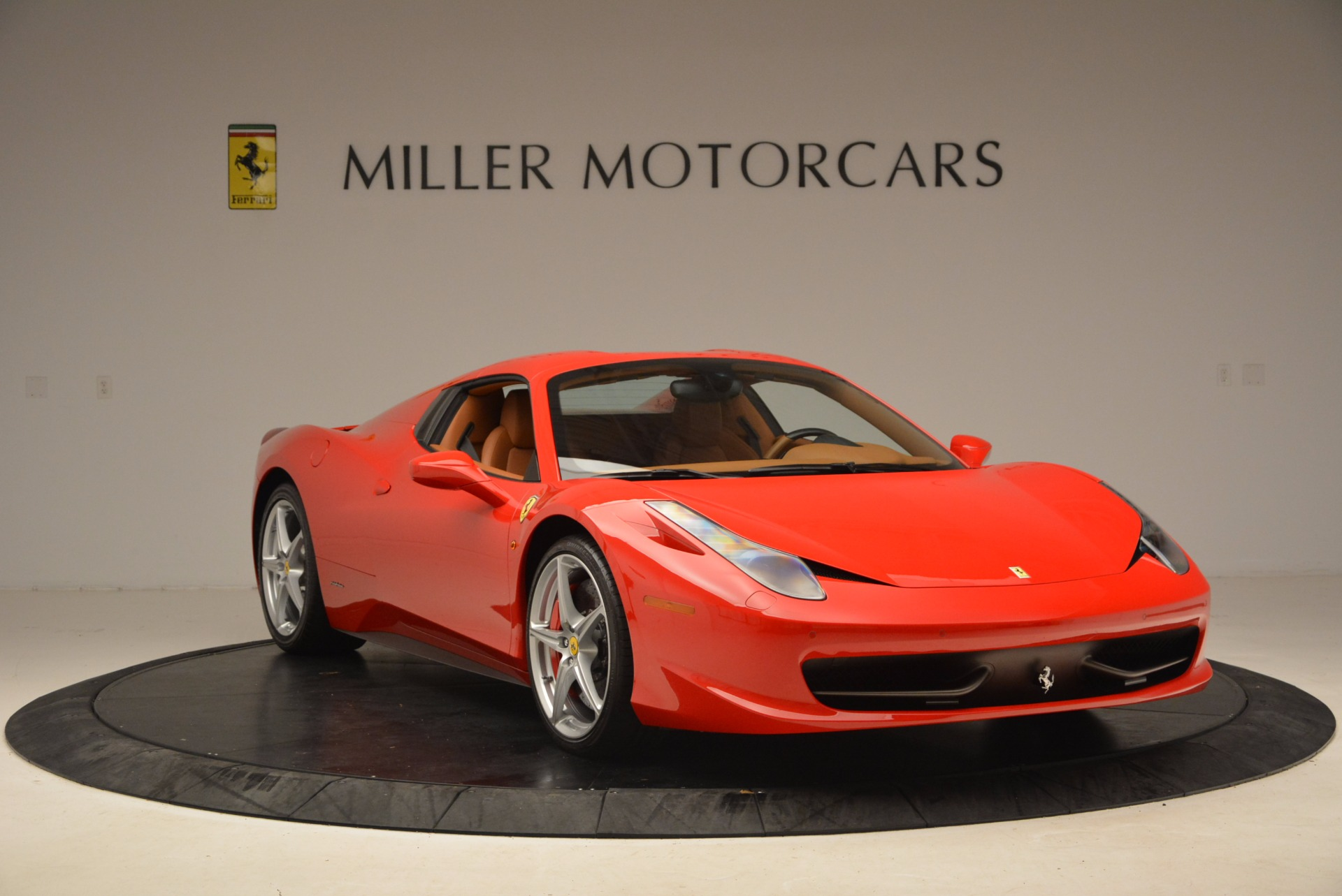 Used 2012 Ferrari 458 Spider  For Sale In Greenwich, CT 1581_p23