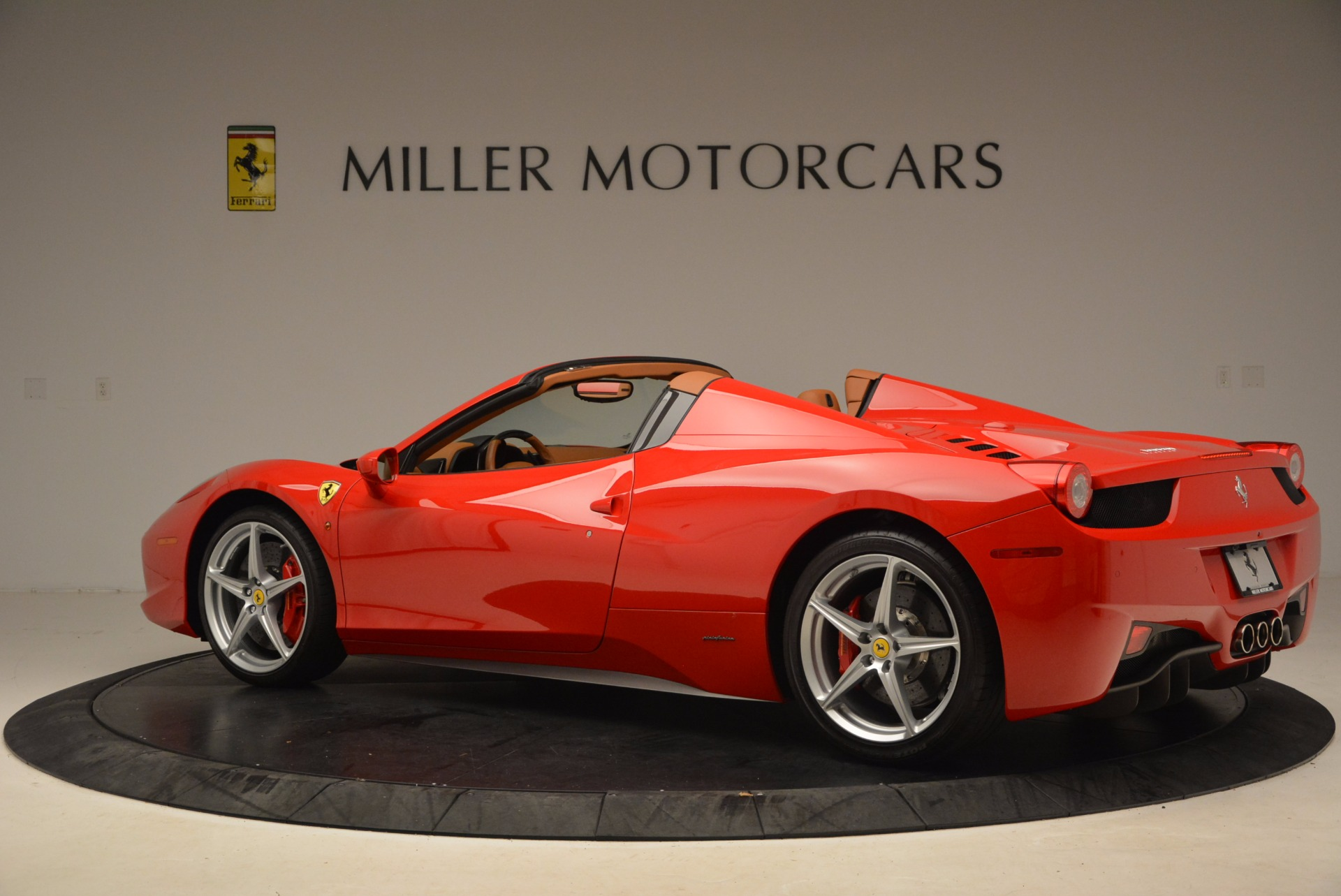 Used 2012 Ferrari 458 Spider  For Sale In Greenwich, CT 1581_p4