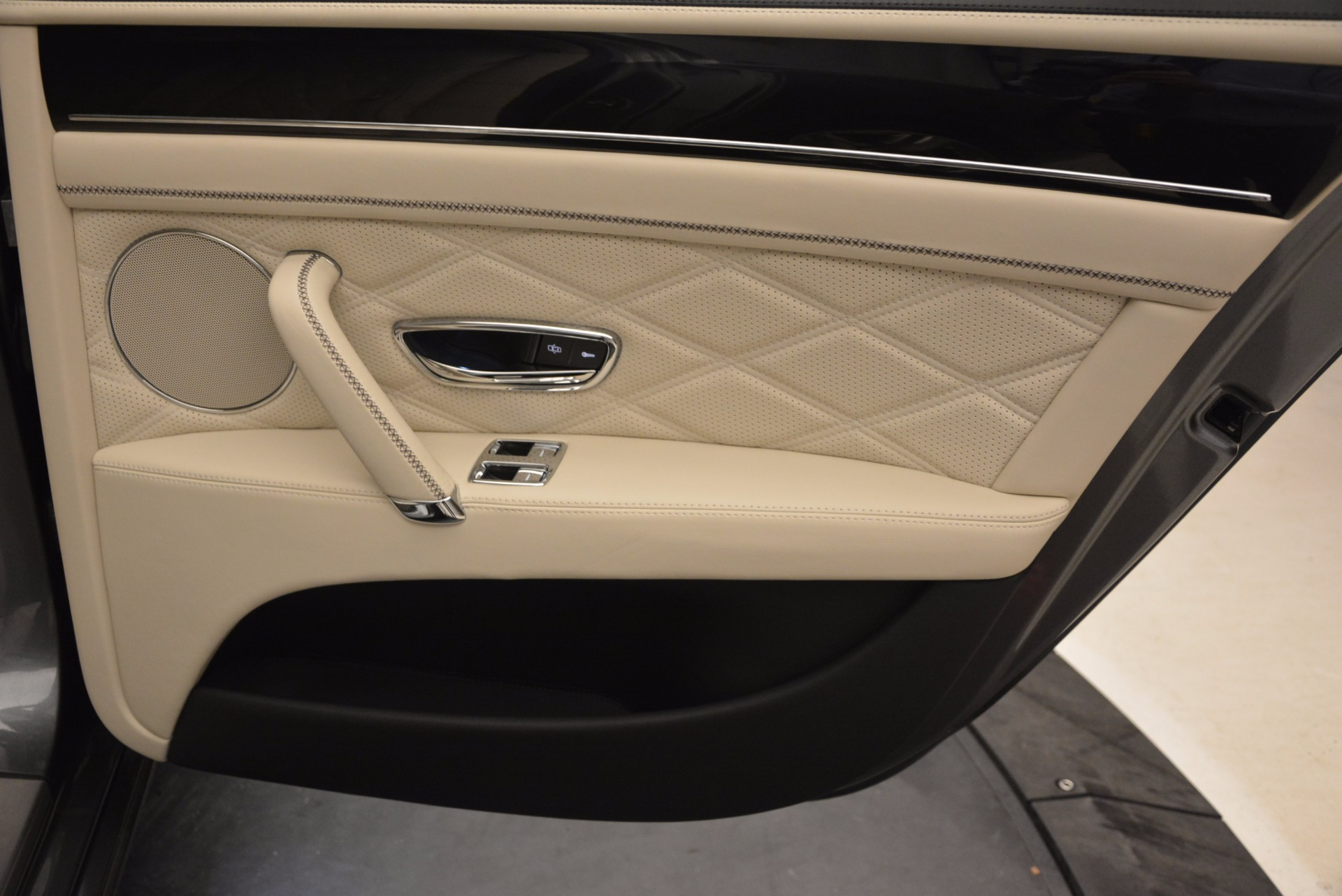 Used 2015 Bentley Flying Spur W12 For Sale In Greenwich, CT 1582_p33