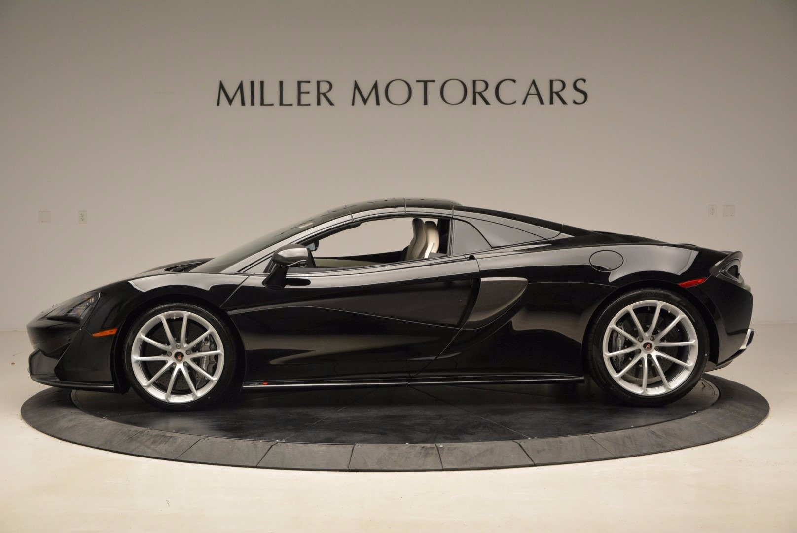 New 2018 McLaren 570S Spider  For Sale In Greenwich, CT 1595_p16