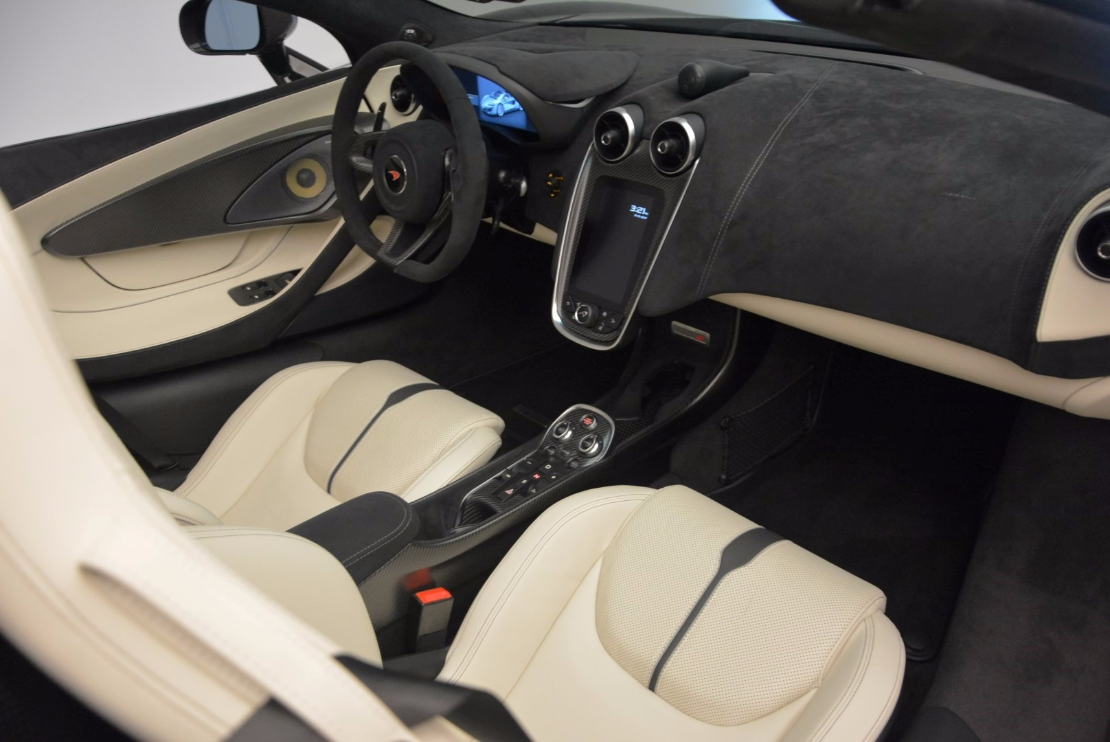 New 2018 McLaren 570S Spider  For Sale In Greenwich, CT 1595_p28