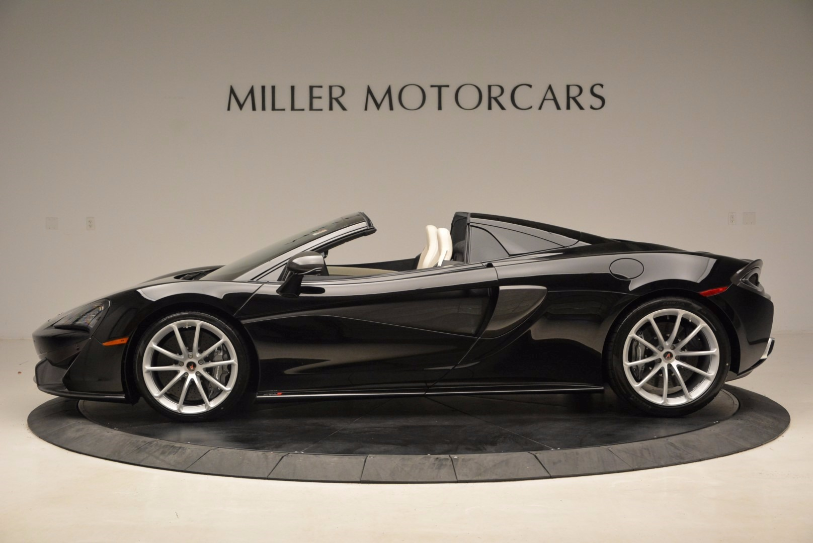 New 2018 McLaren 570S Spider  For Sale In Greenwich, CT 1595_p3