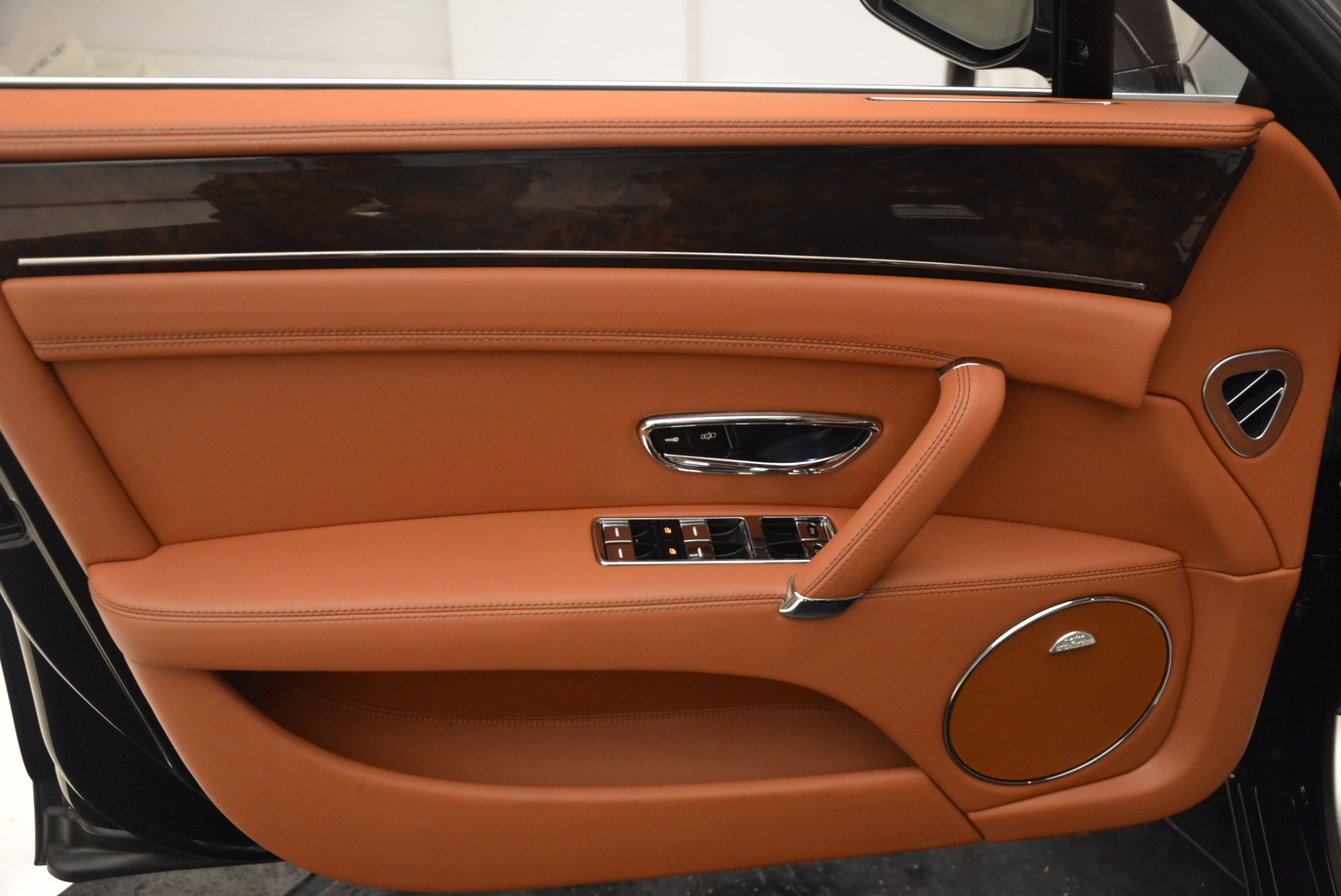 Used 2014 Bentley Flying Spur W12 For Sale In Greenwich, CT 1598_p25