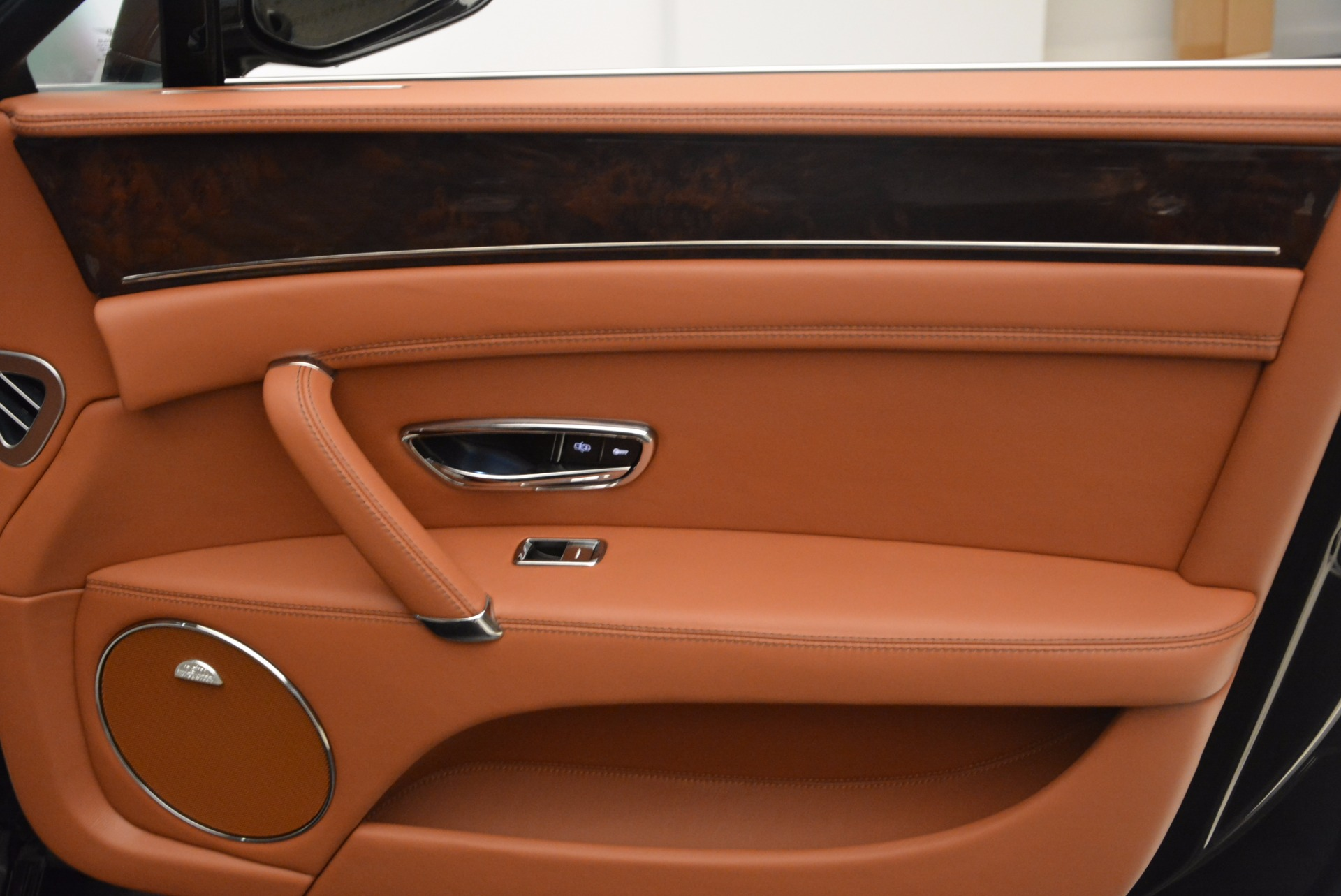 Used 2014 Bentley Flying Spur W12 For Sale In Greenwich, CT 1598_p38