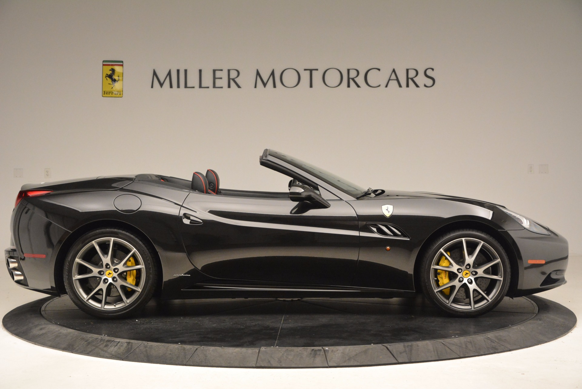 Used 2013 Ferrari California  For Sale In Greenwich, CT 1603_p9