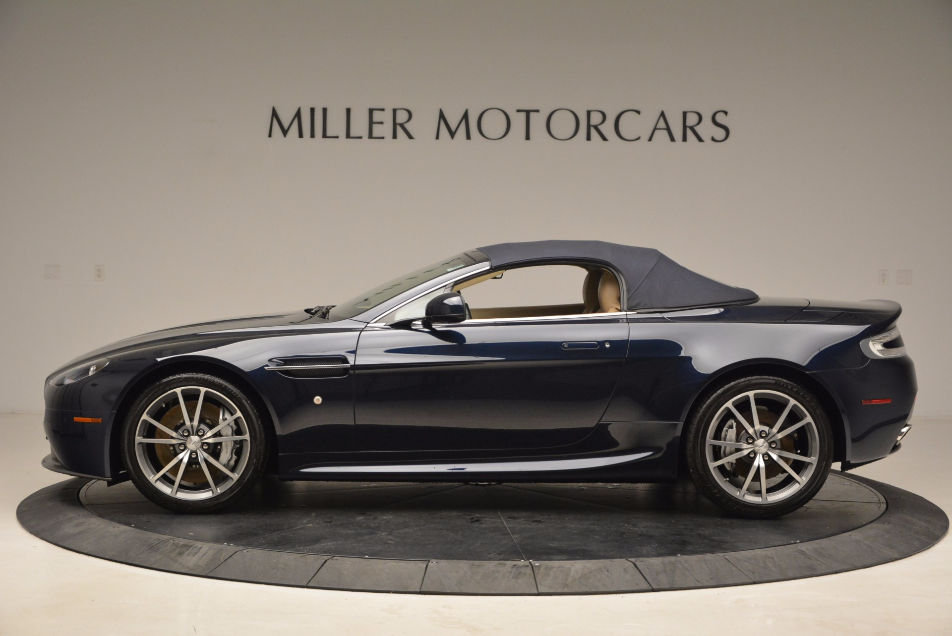 Used 2014 Aston Martin V8 Vantage Roadster For Sale In Greenwich, CT 1623_p15