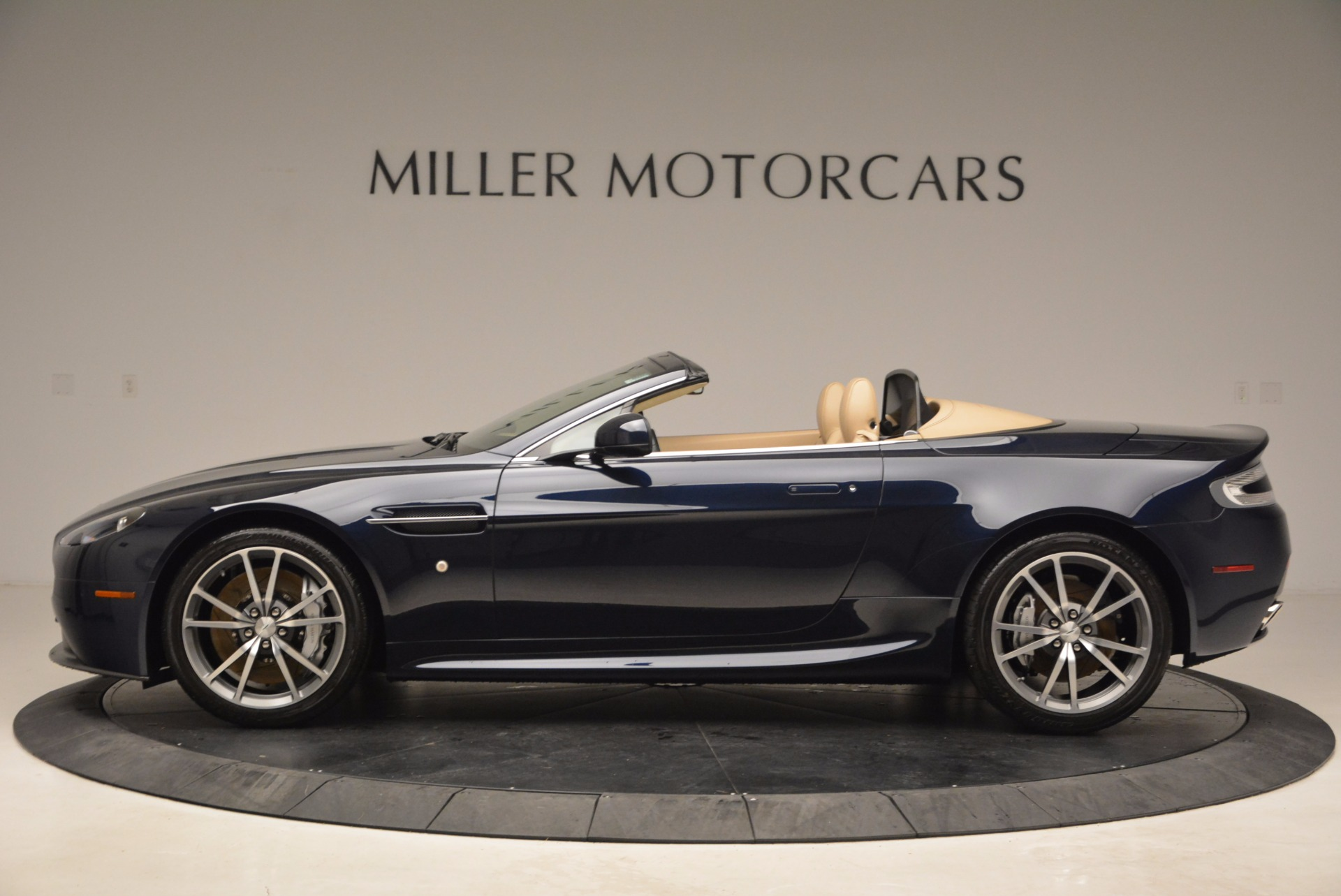 Used 2014 Aston Martin V8 Vantage Roadster For Sale In Greenwich, CT 1623_p3
