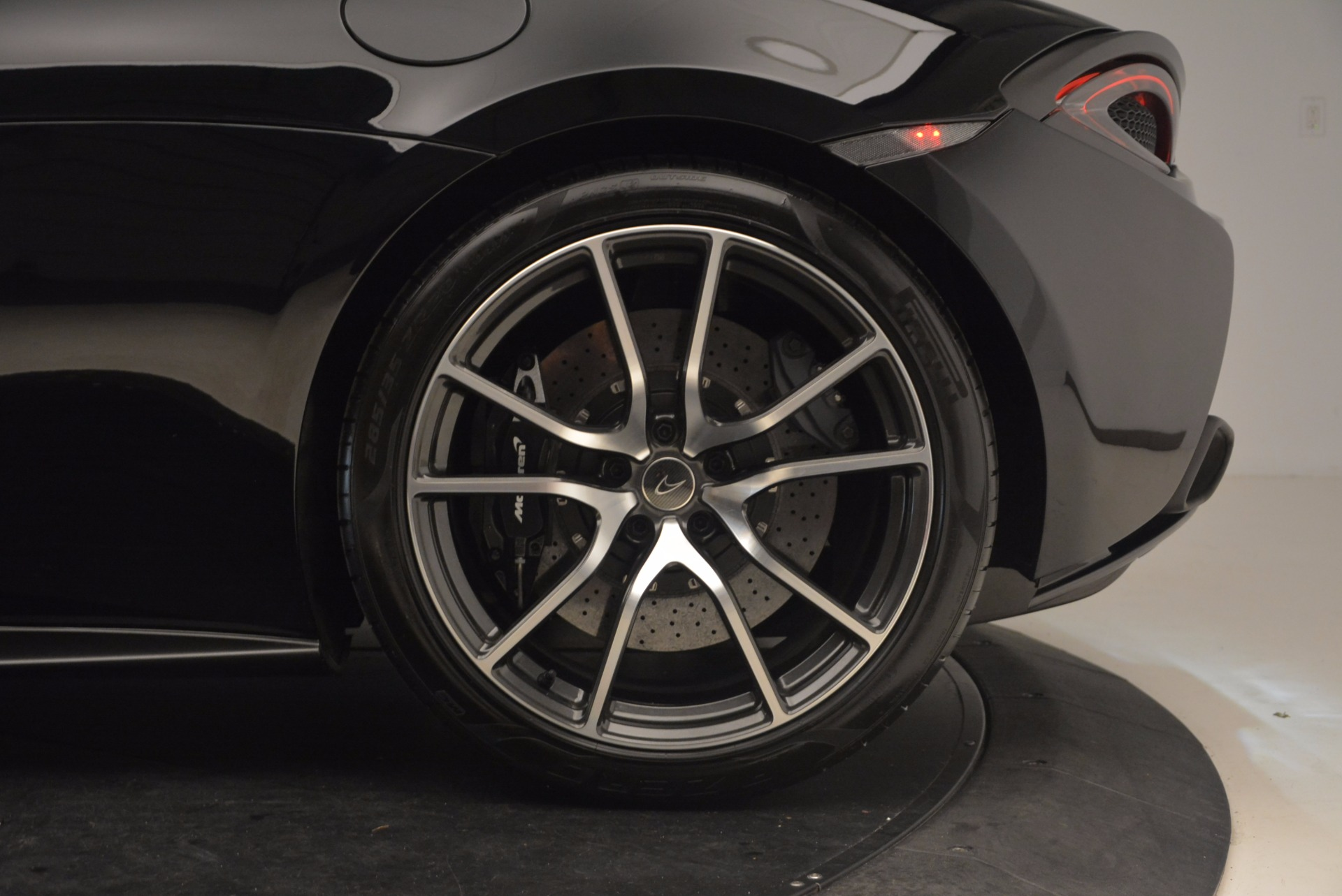 Used 2016 McLaren 570S  For Sale In Greenwich, CT 1645_p13
