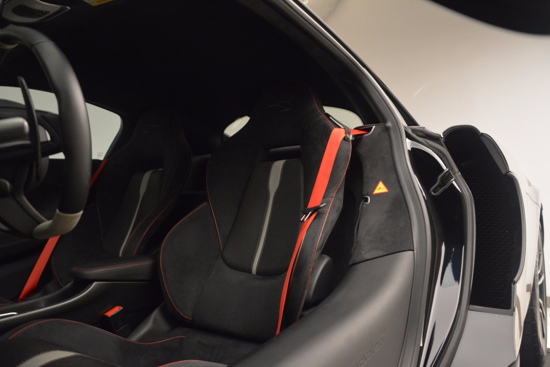 Used 2016 McLaren 570S  For Sale In Greenwich, CT 1645_p18