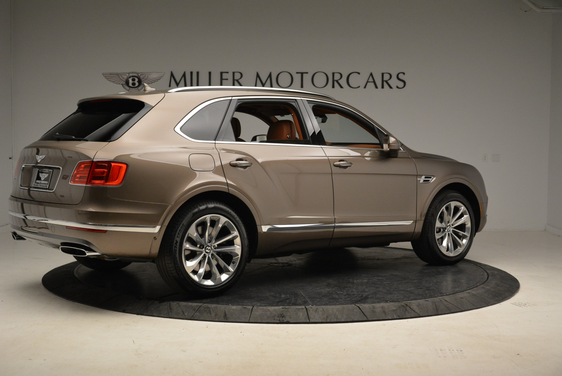 New 2018 Bentley Bentayga Signature For Sale In Greenwich, CT 1654_p8