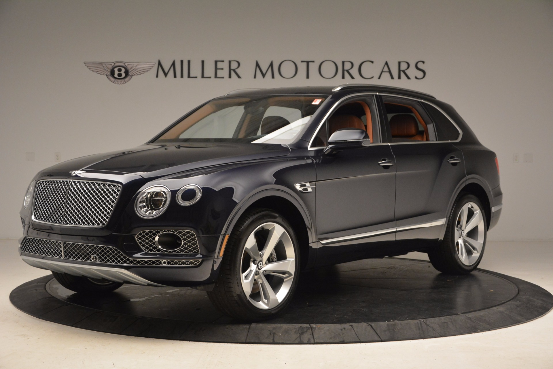 New 2018 Bentley Bentayga Signature For Sale In Greenwich, CT 1675_p2