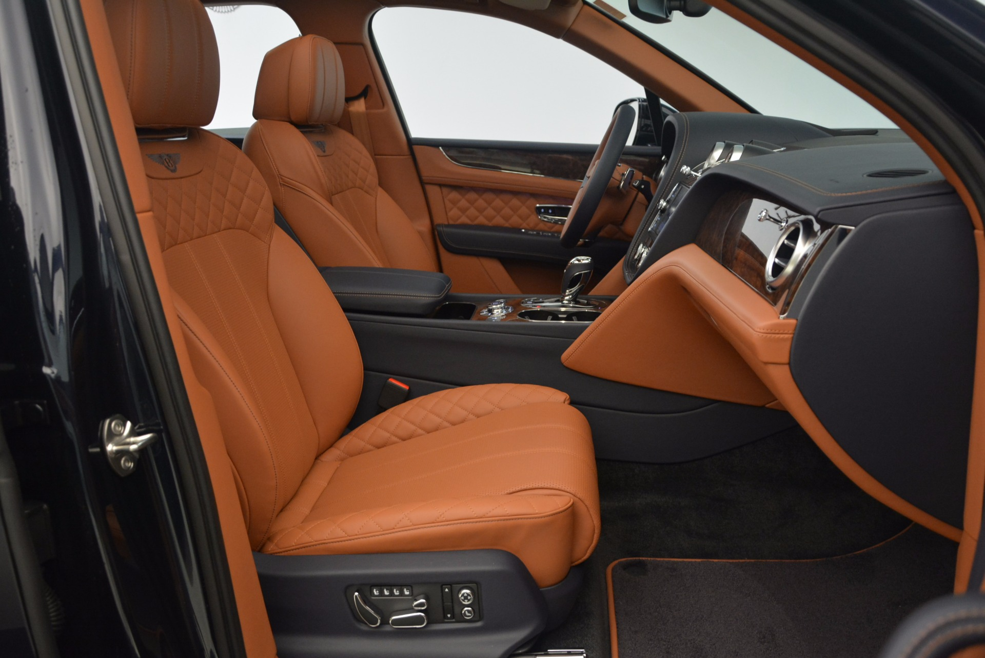 New 2018 Bentley Bentayga Signature For Sale In Greenwich, CT 1675_p38