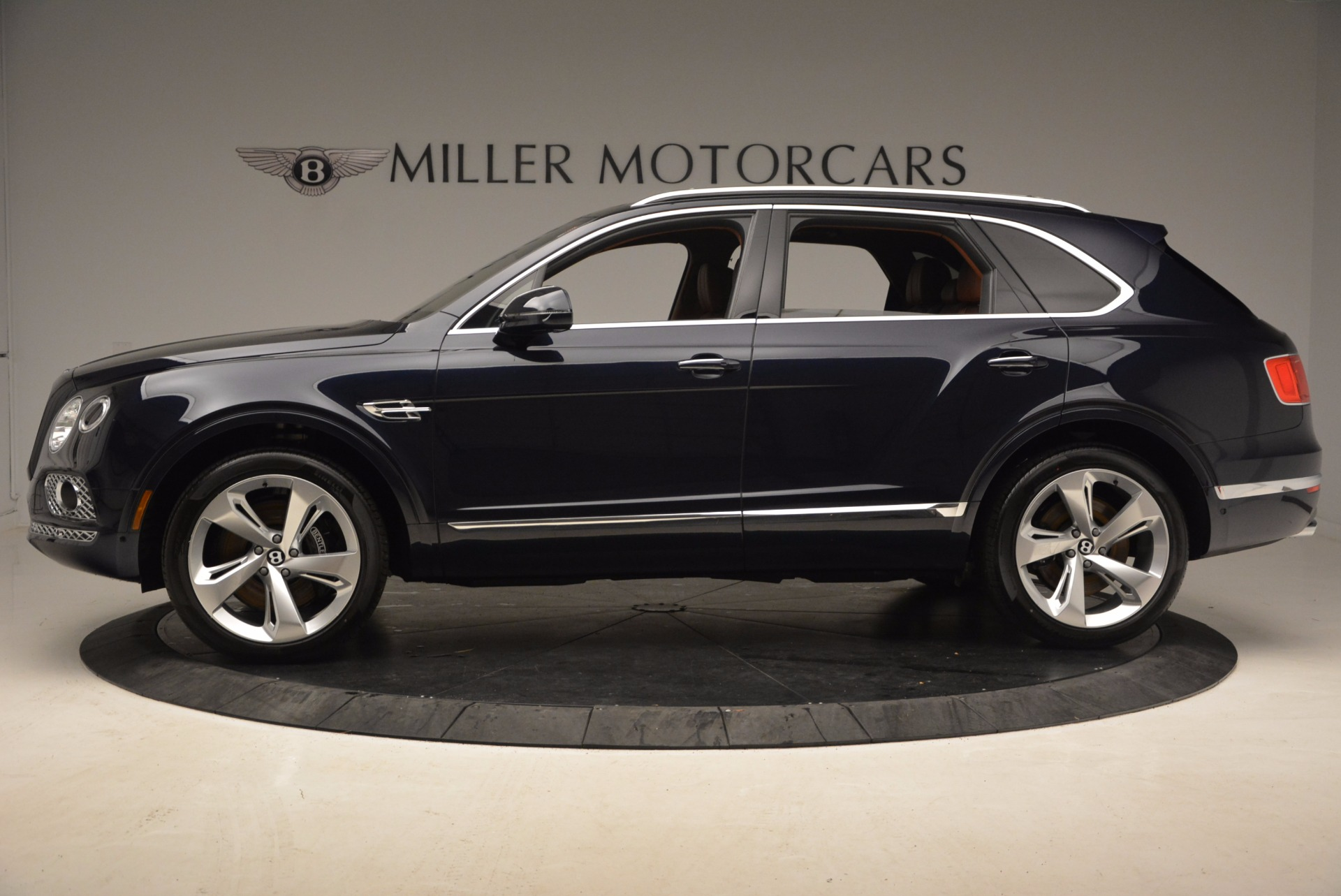 New 2018 Bentley Bentayga Signature For Sale In Greenwich, CT 1675_p3