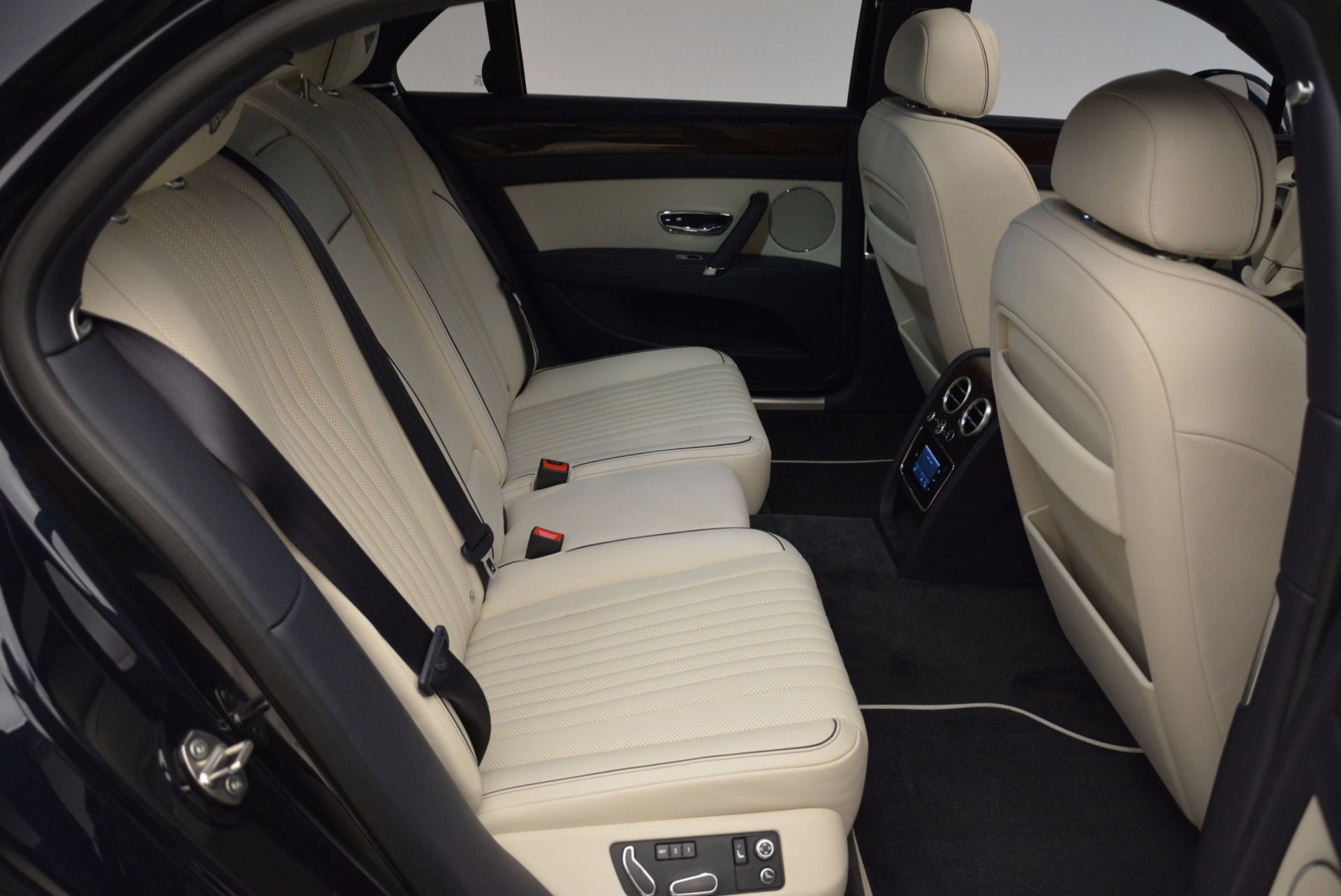 New 2017 Bentley Flying Spur V8 For Sale In Greenwich, CT 1713_p31